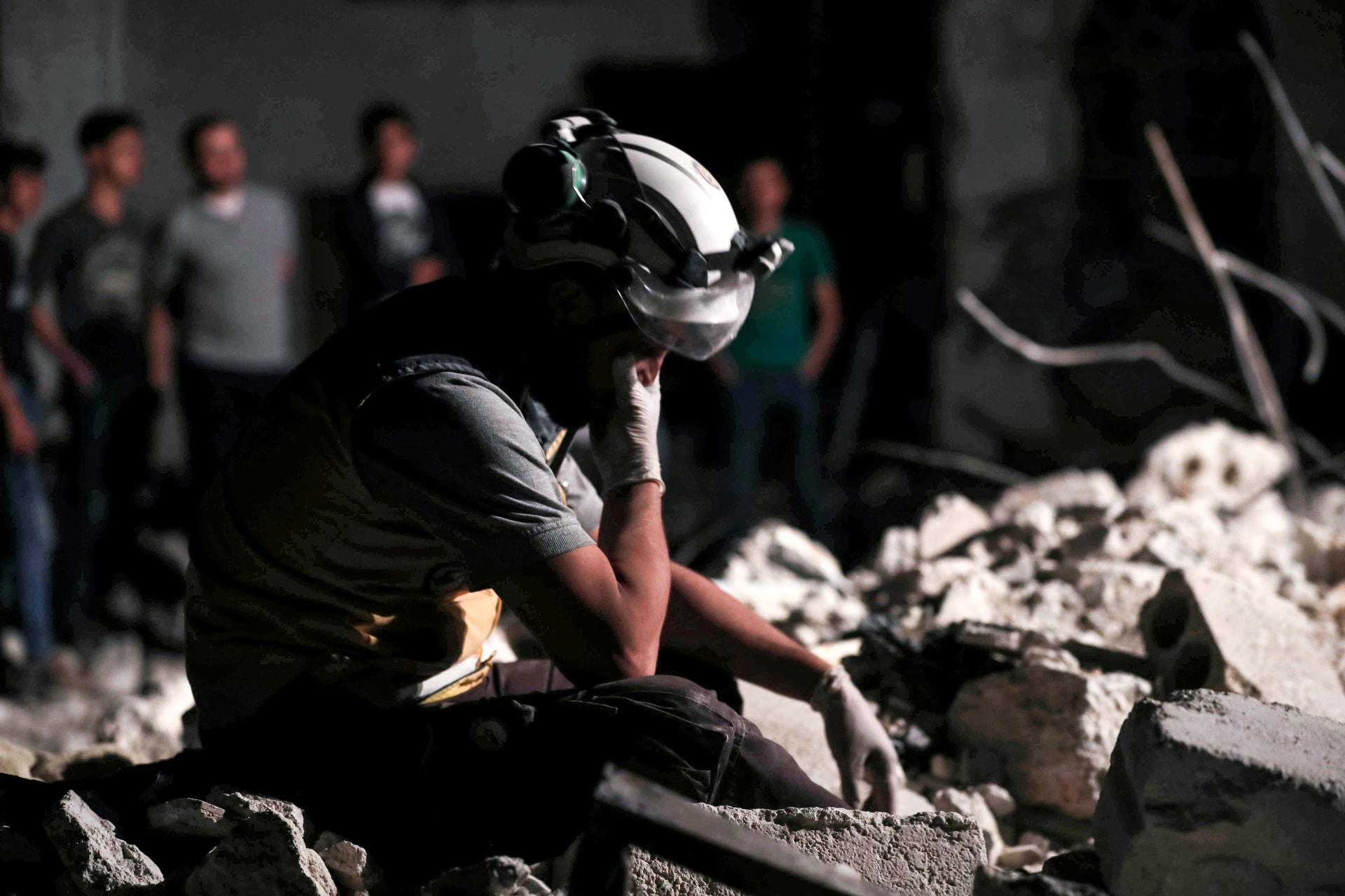الخوذ البيضاء: مقتل ما لا يقل عن 15 شخصا في غارات جوية على إدلب