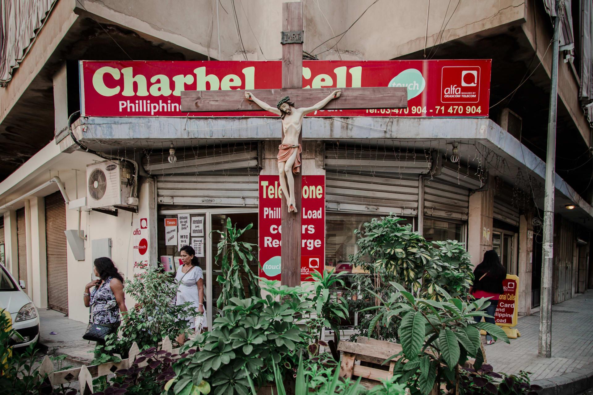 من المؤكد أنك لم تره من قبل.. إليك الجانب الخفي لحياة العاملات الوافدات في لبنان