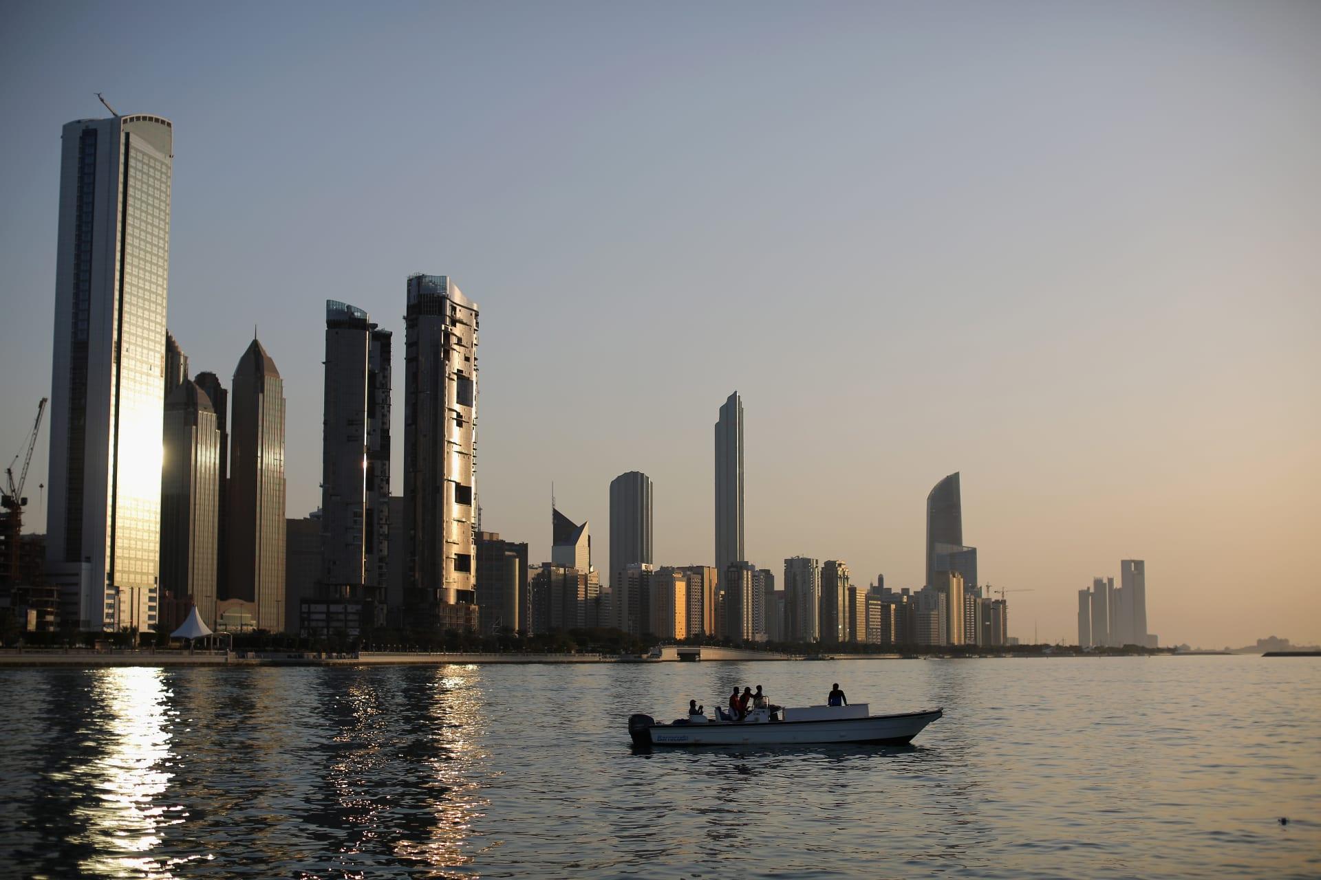 """أكاديمي إماراتي: زيارة وفد خفر السواحل إلى إيران """"روتينية"""""""