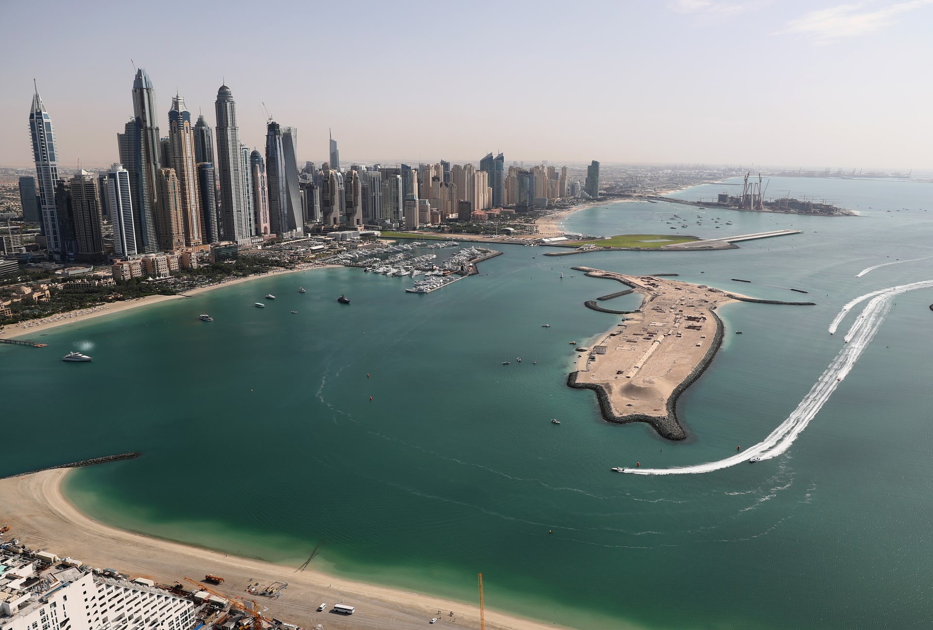كيف تحصل على وظيفة في دبي خلال رحلة سياحية؟