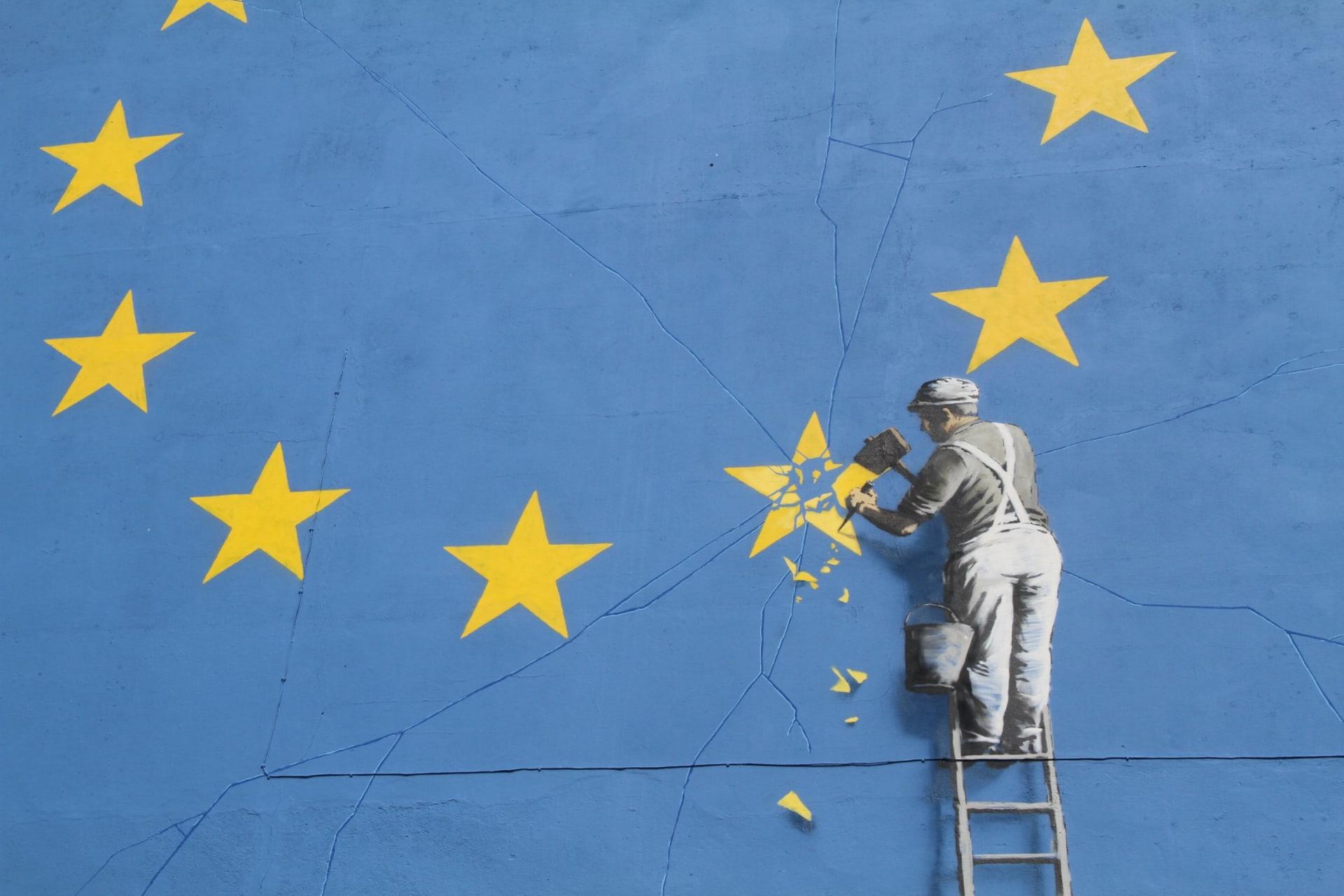 """ما سر اختفاء لوحة """"بريكست"""" الجدارية الشهيرة لفنان الجرافيتي بانسكي؟"""