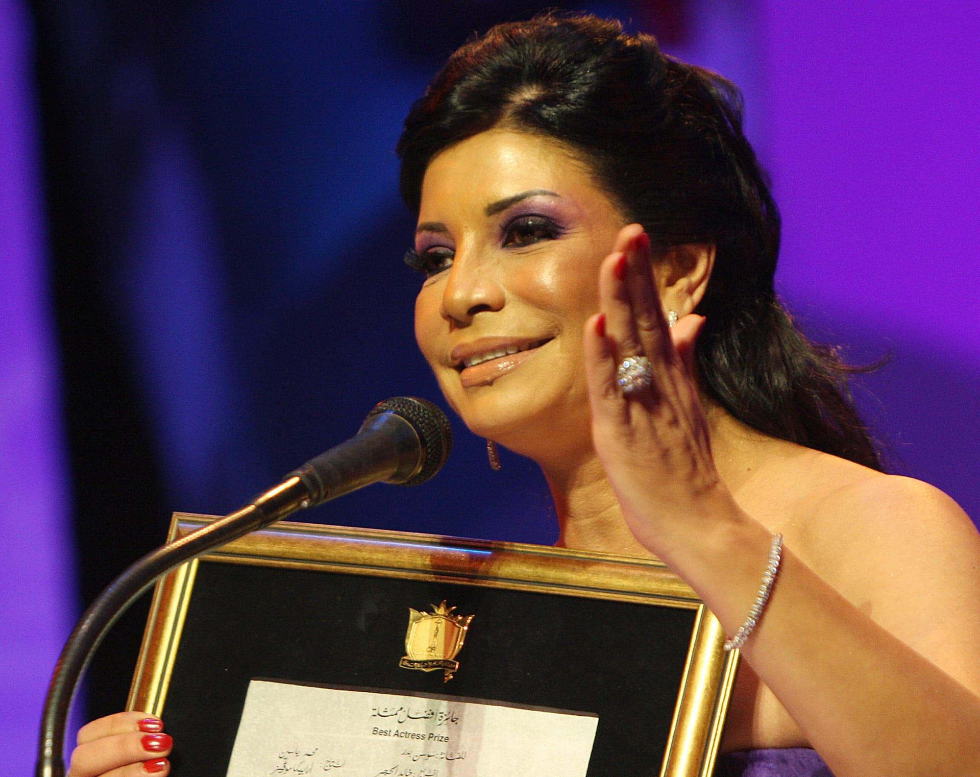 """صورة الفنانة سوسن بدر بجانب """"أجمل ملكات مصر"""" تغزو مواقع التواصل"""