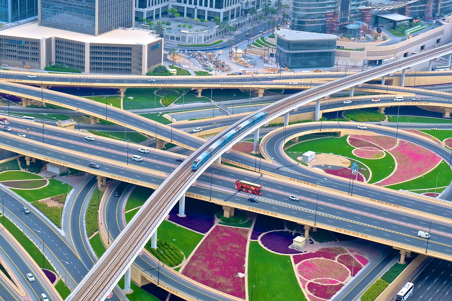 بعد مرور 10 أعوام على إطلاقه.. هكذا تبدو سكك مترو دبي