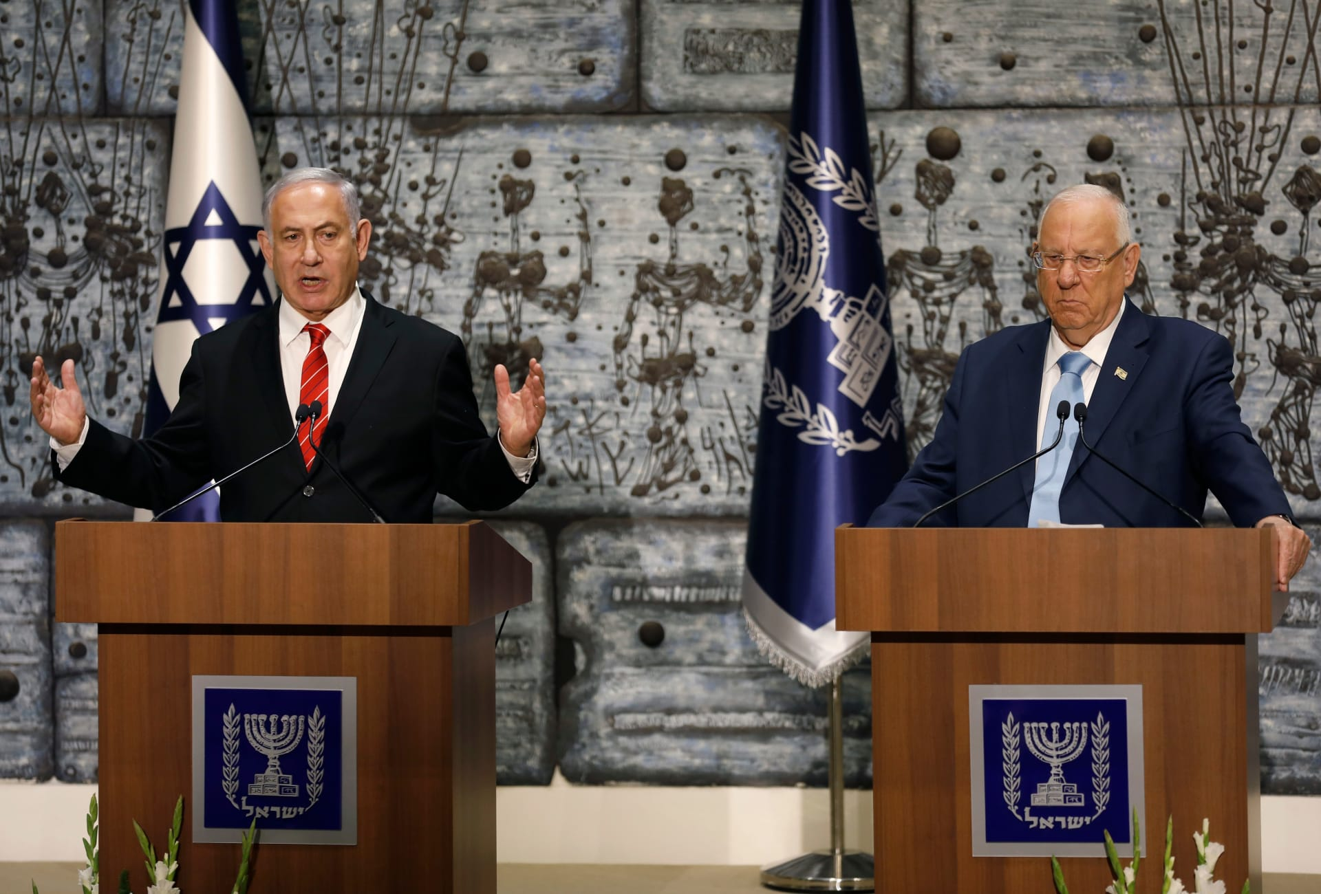 """الرئيس الإسرائيلي يكلف نتنياهو بتشكيل الحكومة رغم تقدم """"أزرق أبيض"""" في الانتخابات"""