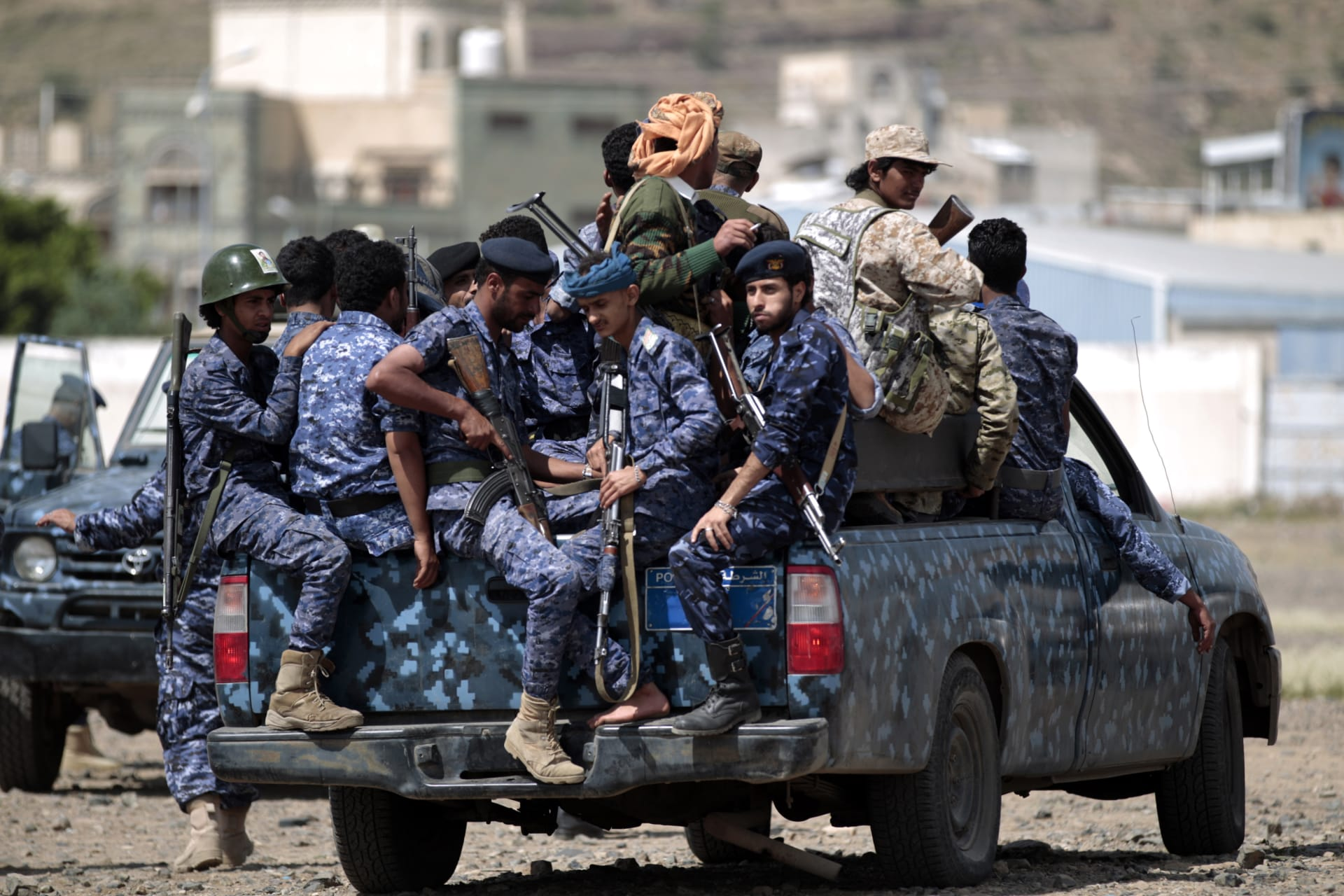 الحوثيون يعلنون سقوط 3 ألوية لقوات التحالف وأسر مئات العسكريين السعوديين