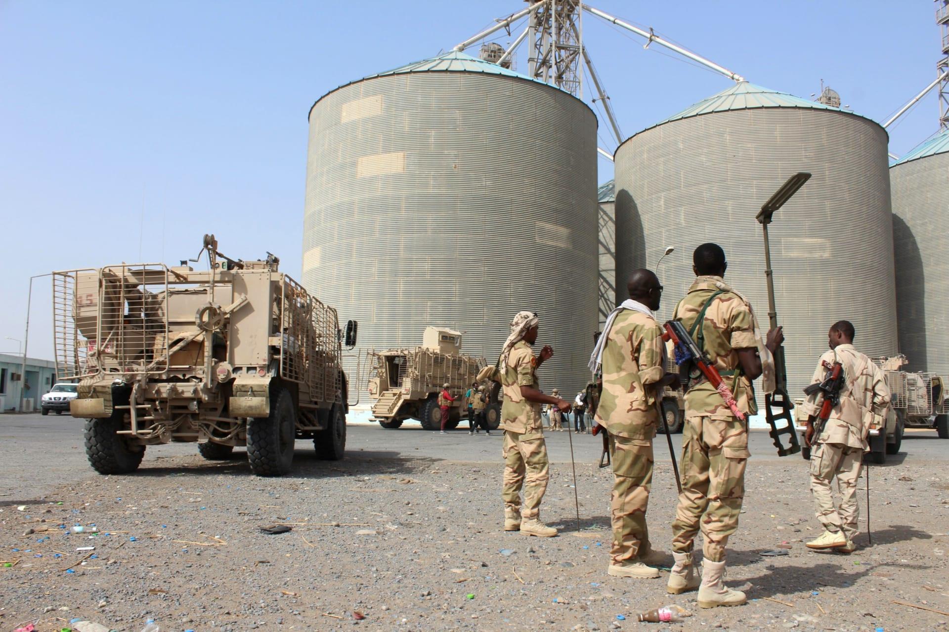"""وزير الإعلام اليمني عن استيلاء الحوثيين على 3 ألوية سعودية: """"انتصارات وهمية"""""""