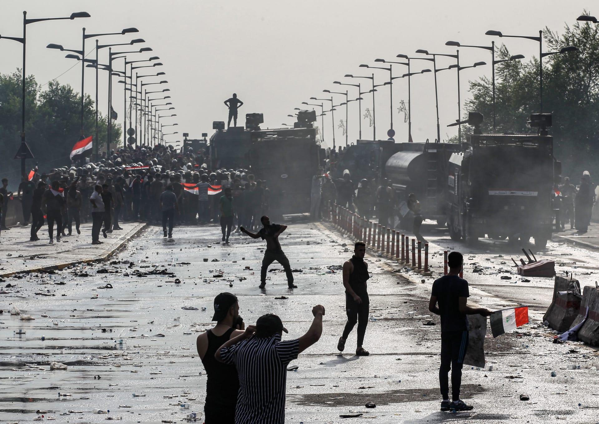بغاز مُسيل للدموع وذخيرة حية.. قوات الأمن العراقية تفرق مئات حاولوا بلوغ المنطقة الخضراء