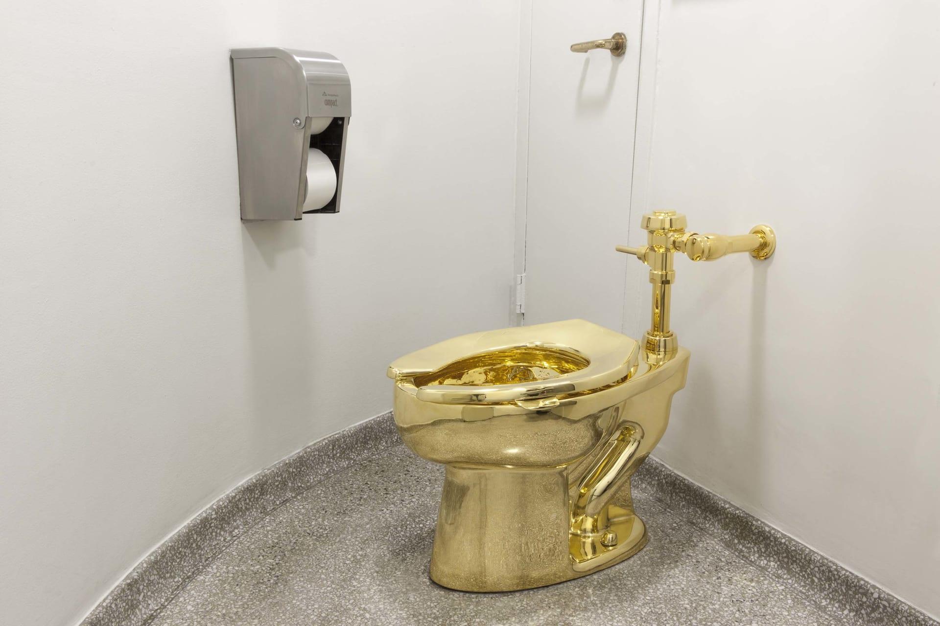 مكافأة ضخمة تتجاوز قيمتها 100 ألف دولار لمن يجد هذا المرحاض الذهبي المسروق  من قصر بلينهايم