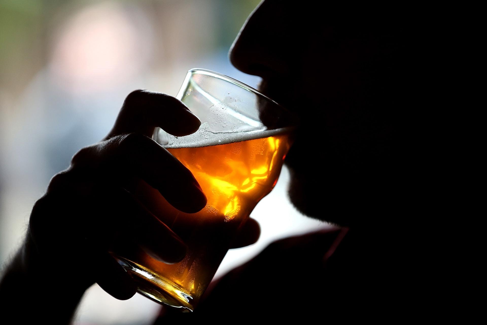 دراسة تربط بين شرب الآباء للكحول وصحة قلب الطفل قبل الولادة