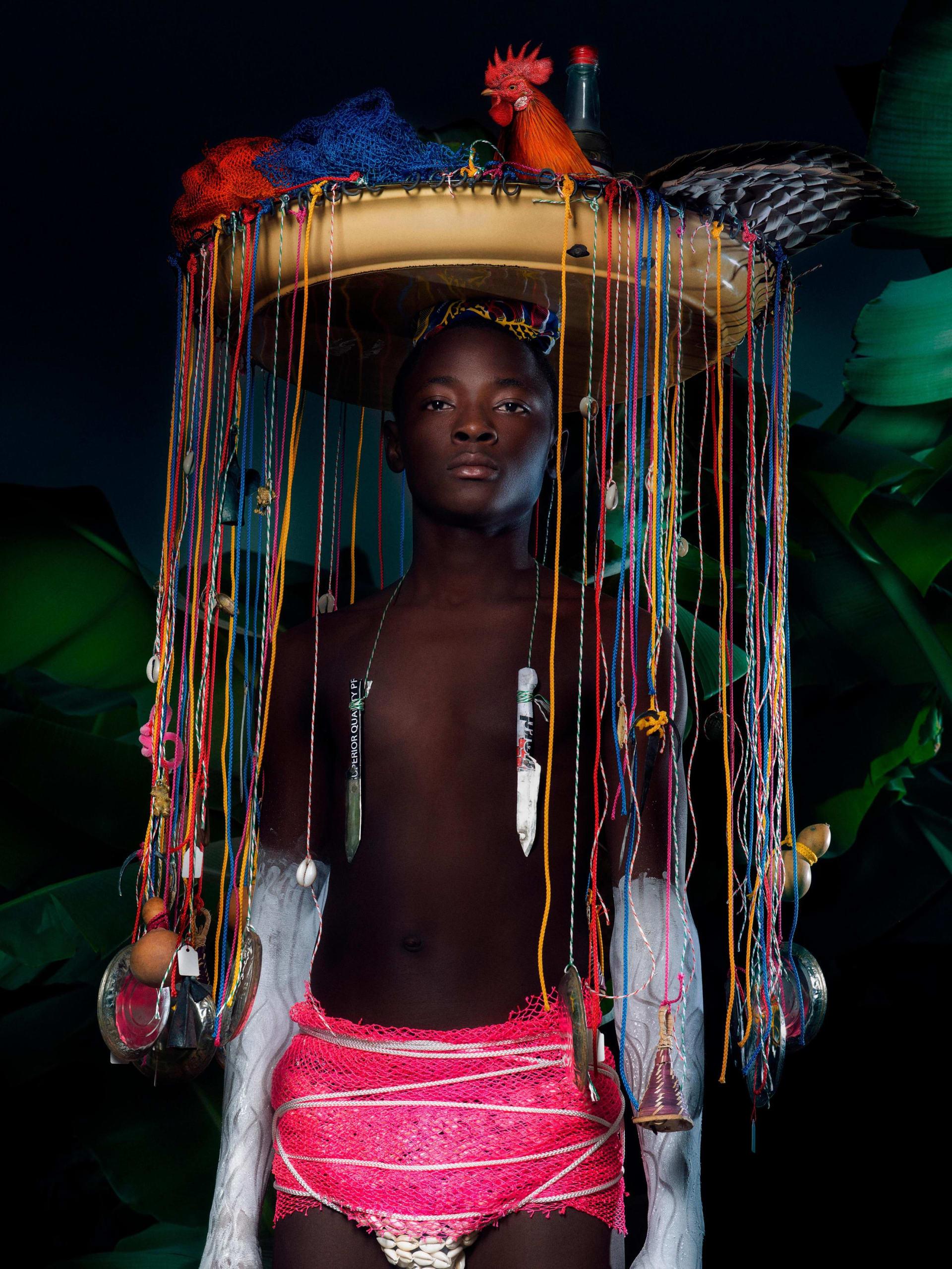 """بصور طاغية بالألون.. مصورة تسلط الضوء على """"الجنس الثالث"""" في تاهيتي"""