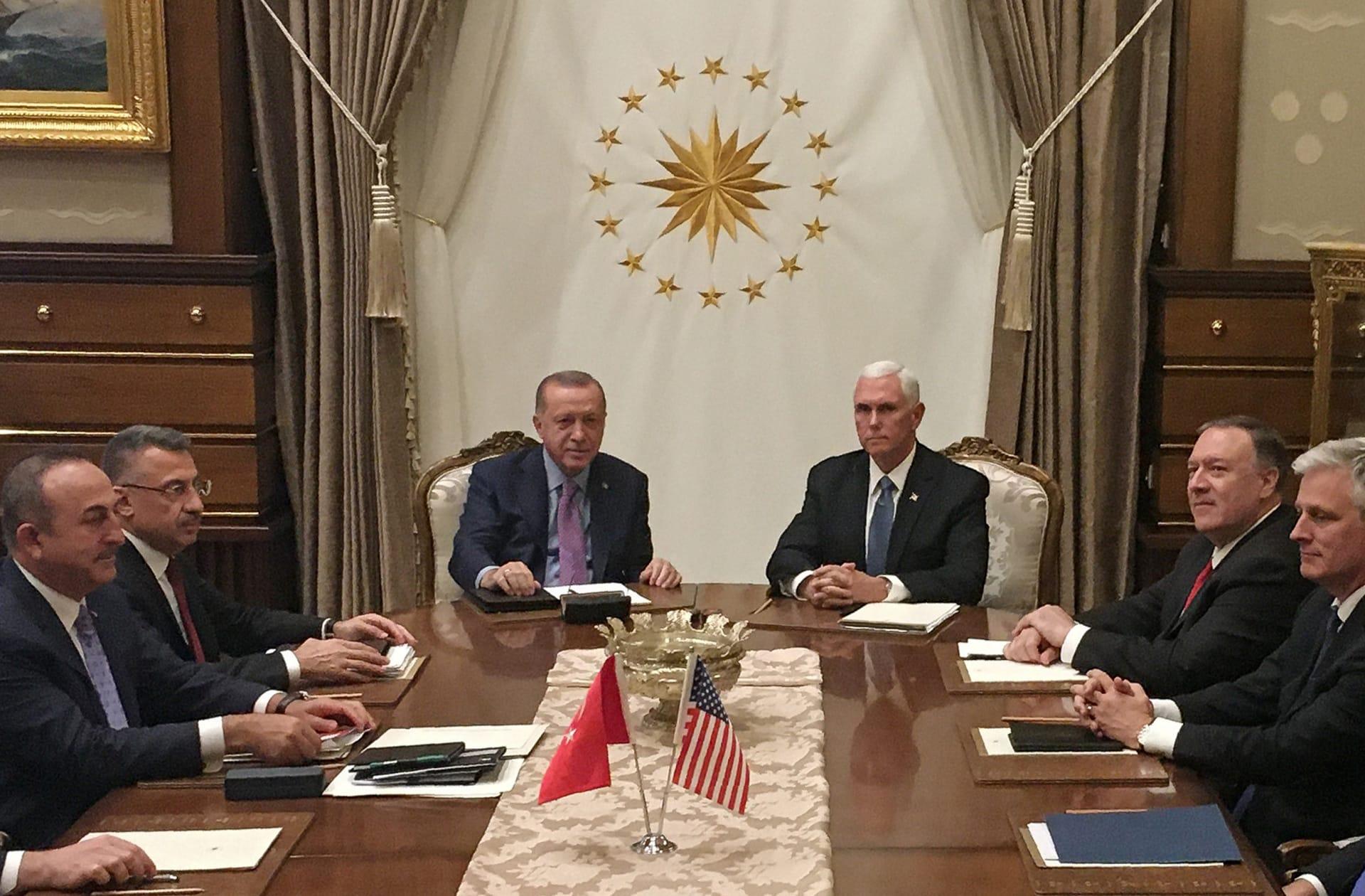 تركيا: قررنا تعليق العملية العسكرية في شمال سوريا وليس وقفها