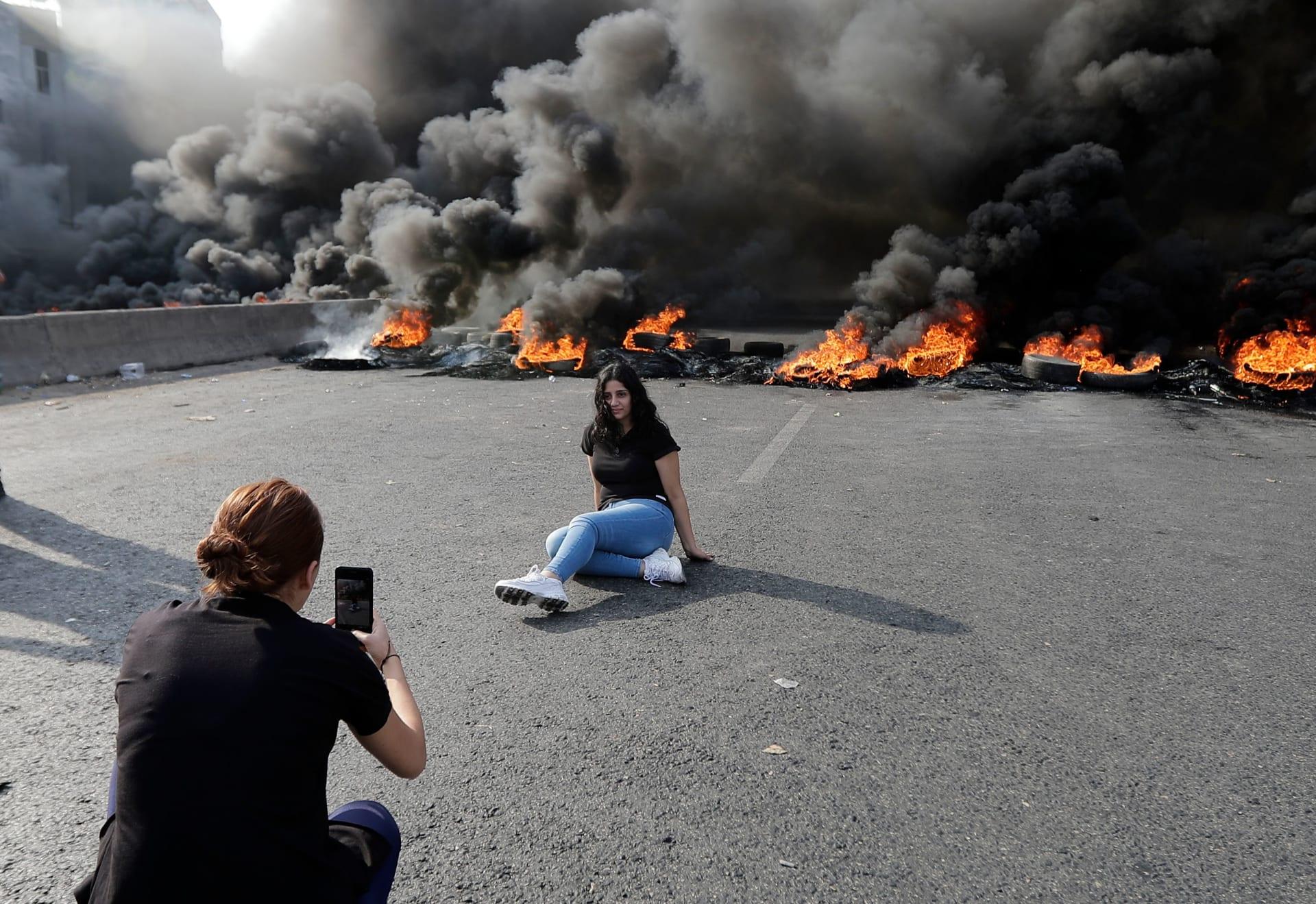 """صور مظاهرات """"لبنان ينتفض"""".. غلق طرق و60 جريحا بصفوف الأمن"""