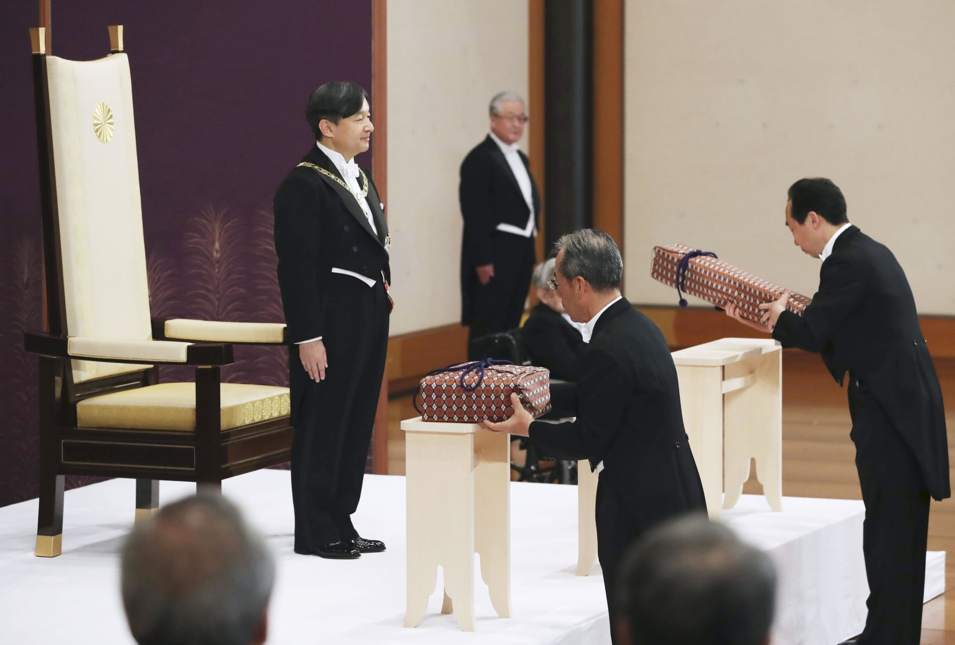 حفل تنصيب إمبراطور اليابان الجديد