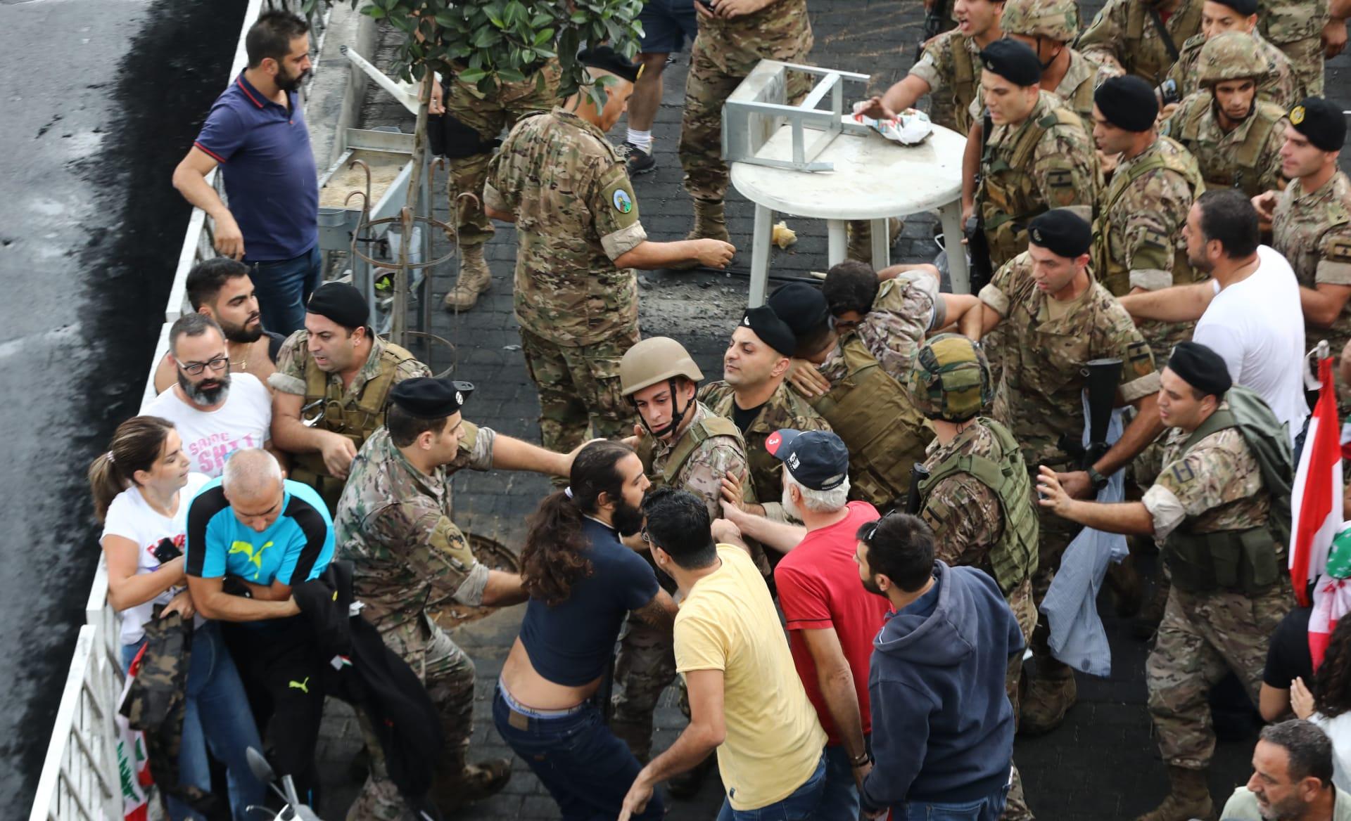 """جيش لبنان: ملتزمون بحماية حربة التعبير """"بعيدًا عن إقفال الطرق"""""""