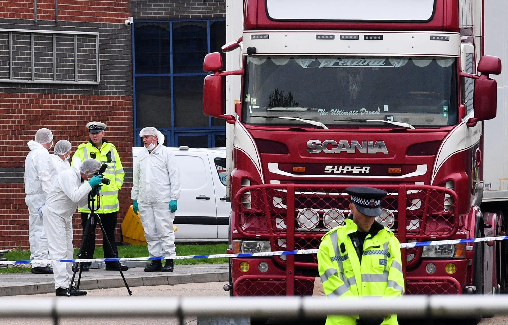 """احتجاز شخصين للاشتباه بهما في حادث """"شاحنة الجثث"""" في بريطانيا"""