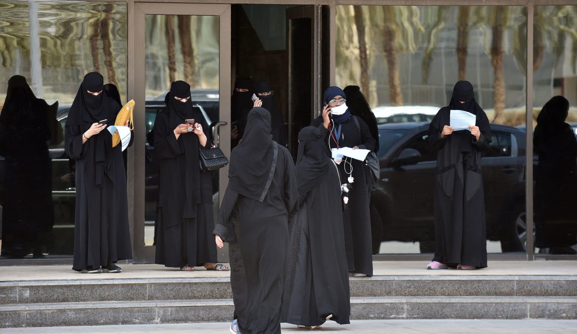 """""""جواز العصمة بيد المرأة"""" يثير جدلا بالسعودية.. وعضو بهيئة كبار العلماء: يجوز"""