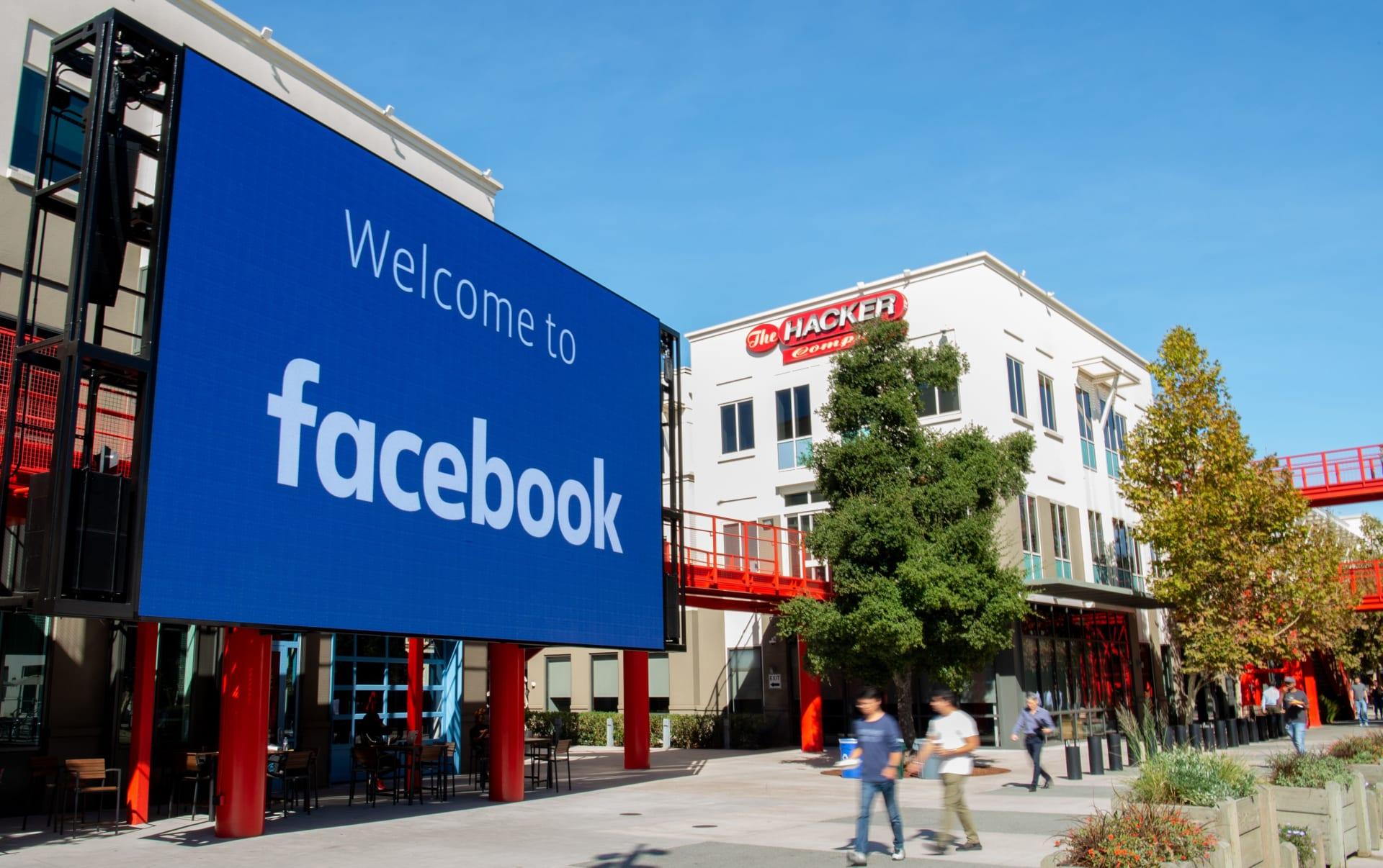 رغم القيودعلى بيانات المستخدمين.. فيس بوك يعترف بخلل جديد