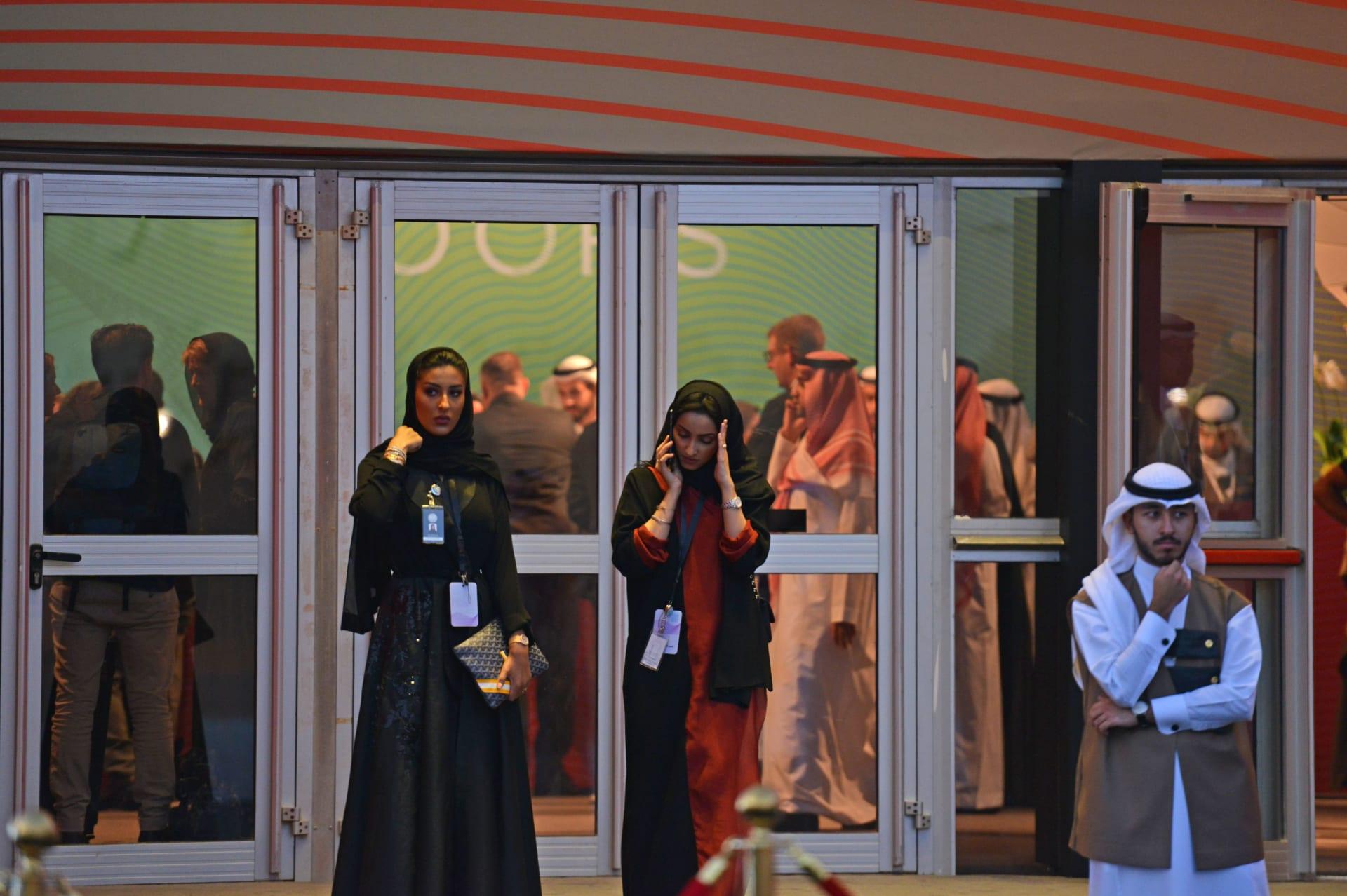 """تصنيف السعودية """"النسوية"""" بمثابة """"تطرف"""" يثير جدلا عبر تويتر"""