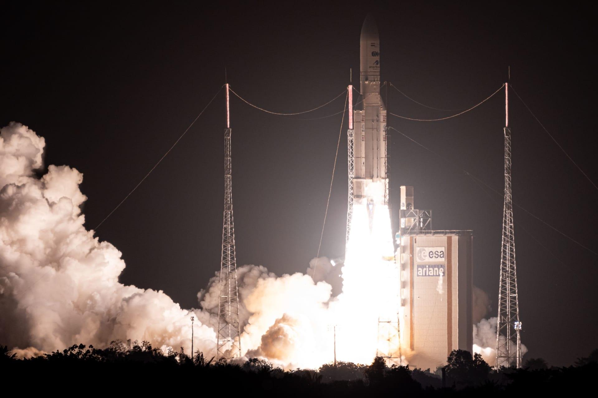 مصر تطلق أول قمر صناعي للاتصالات