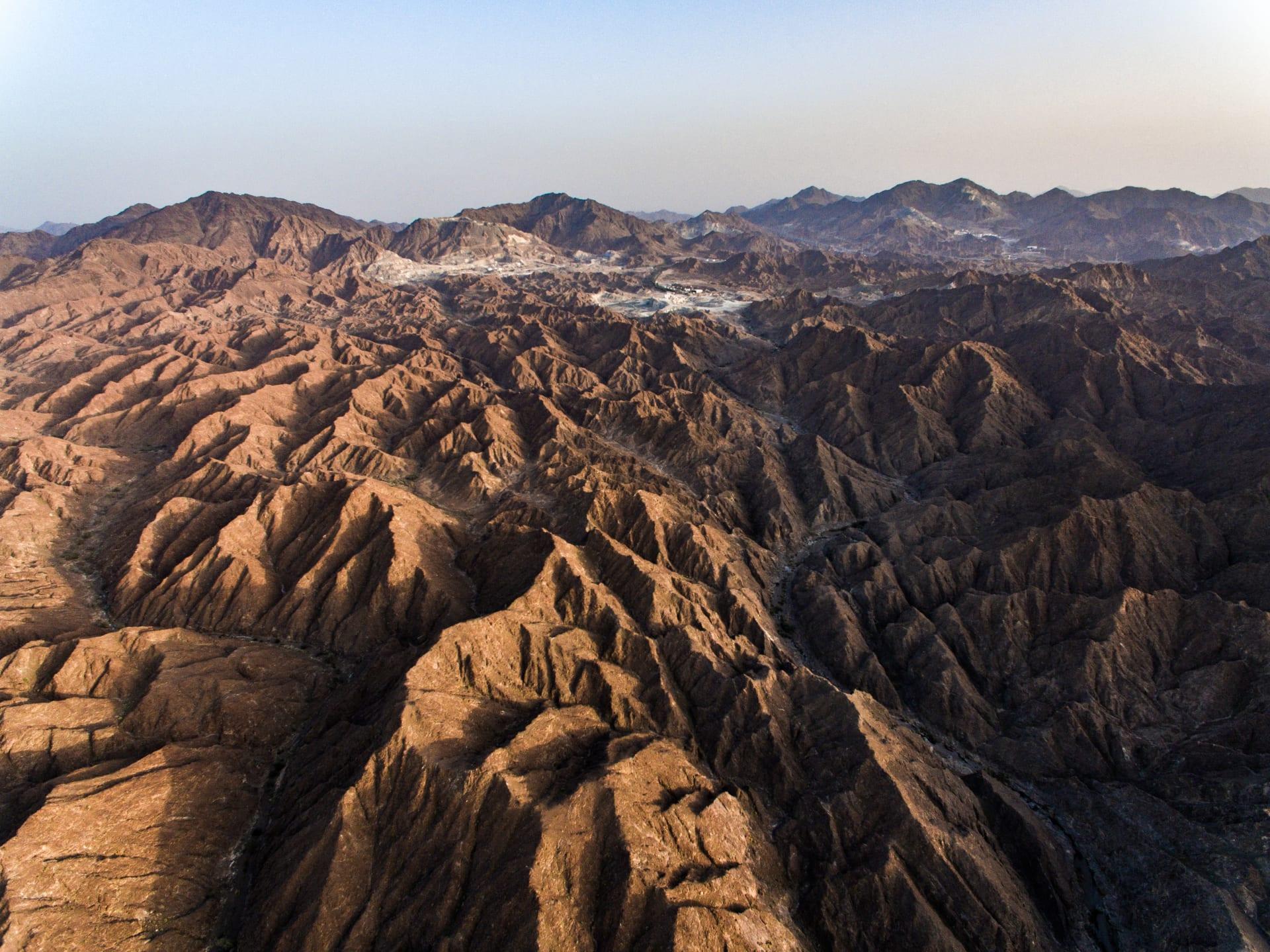 مواقع طبيعية لم ترها من قبل في الإمارات..بعدسة  كاميرا طائرة