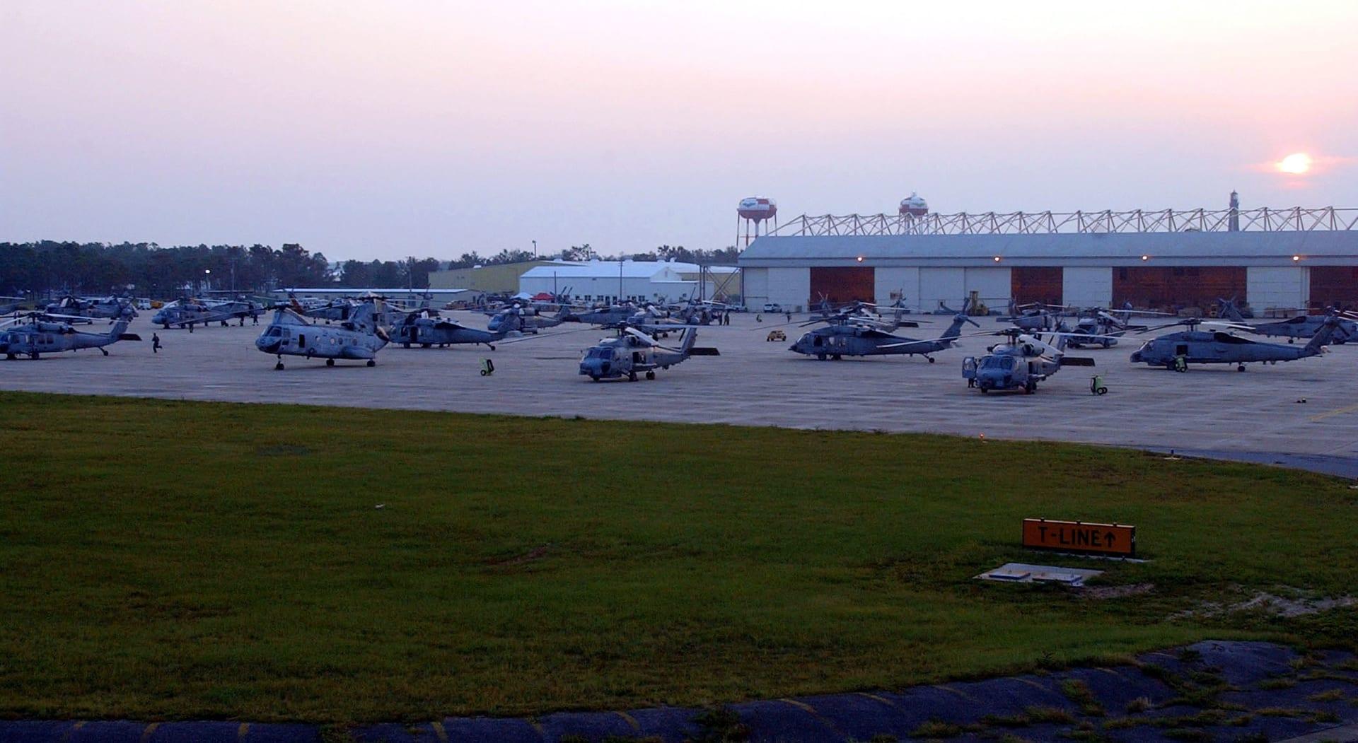 قاعدة بينساكولا الجوية التابعة للبحرية الأمريكية في ولاية فلوريدا