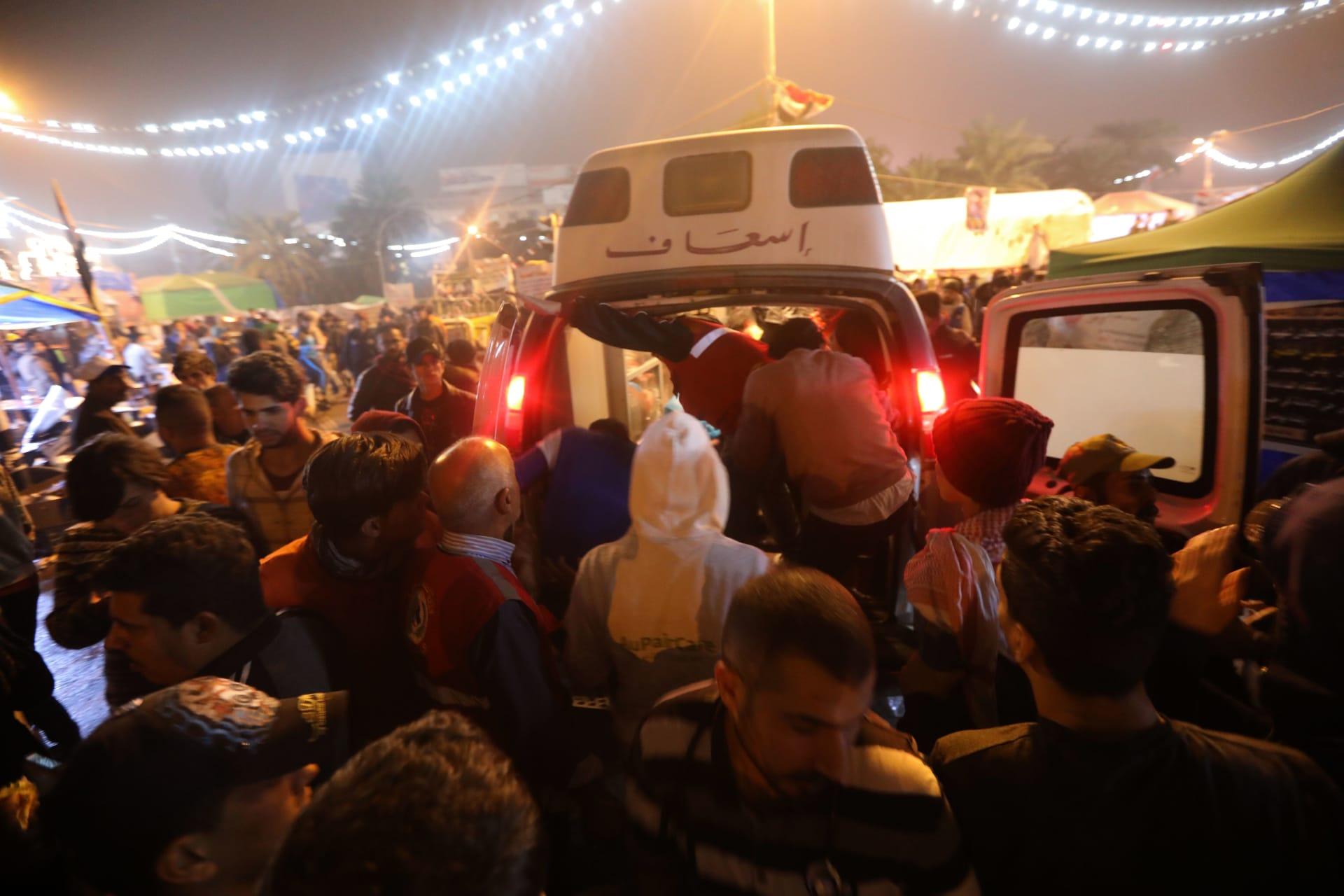 """مقتل 12 متظاهرًا وإصابة 22 في """"ليلة دامية"""" بالعراق"""