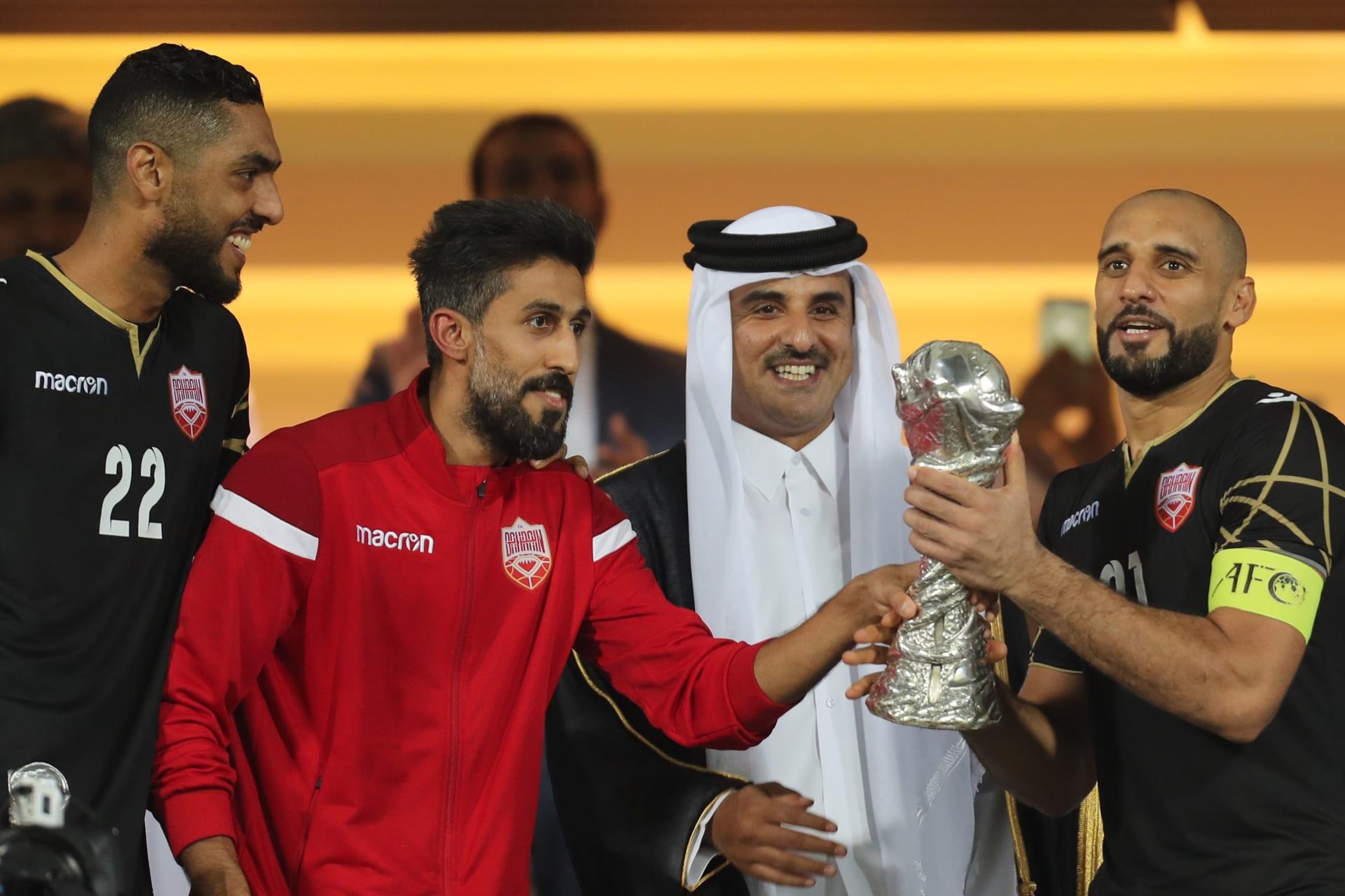أمير قطر يمنح لقب كأس الخليج للمنتخب البحريني