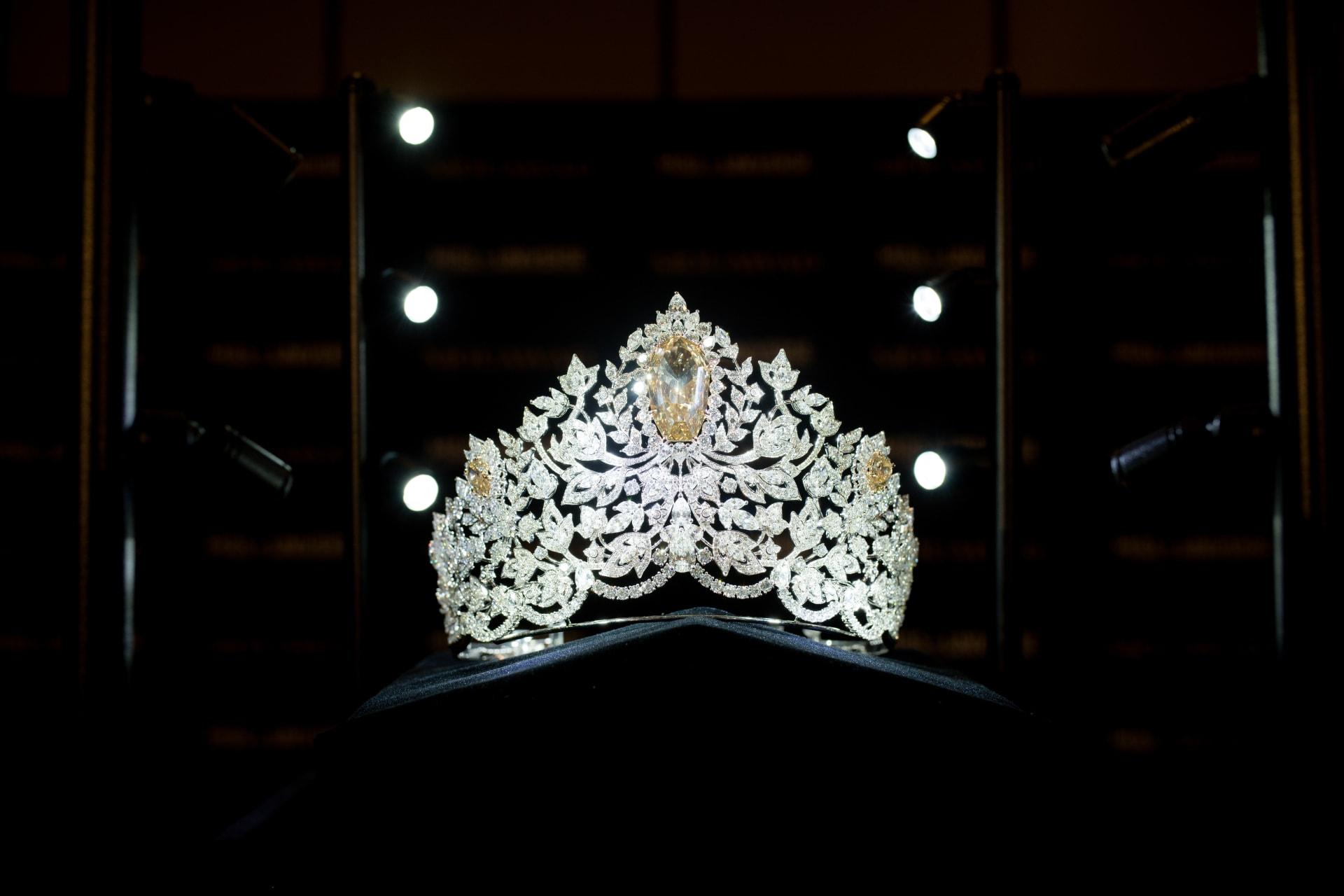من تصميم لبناني.. ملكة جمال الكون تتكلل بتاج قدره 5 ملايين دولار