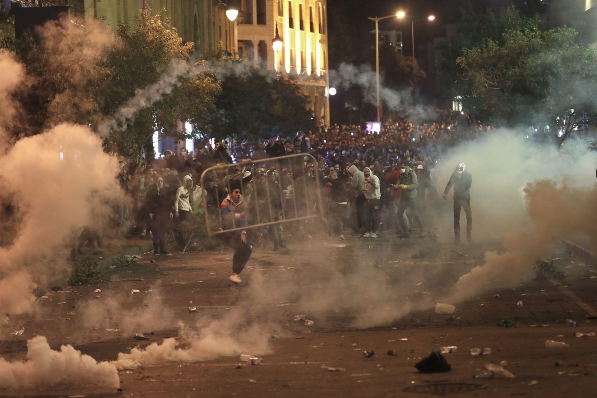 اشتباكات في وسط بيروت بين قوات الأمن والمتظاهرين