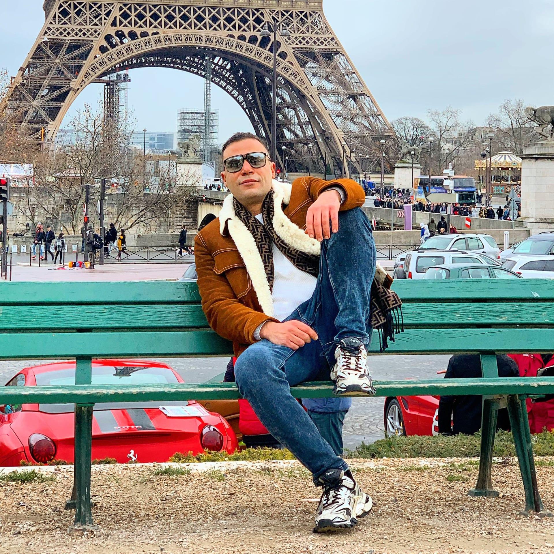 محمد إمام ينشره صوره في باريس ويستذكر مدينة نصر بالقاهرة