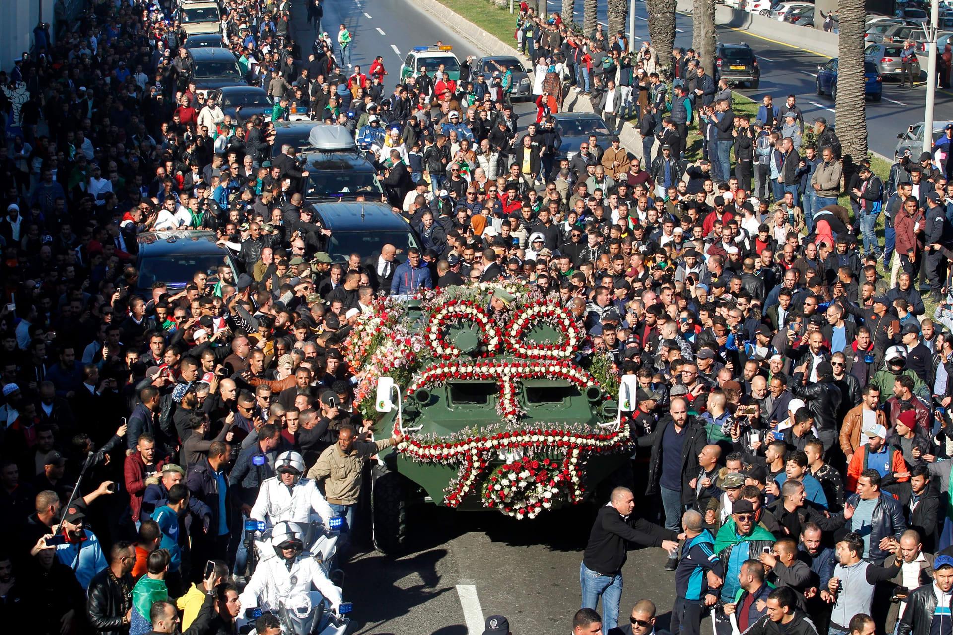 الآلاف يشاركون في جنازة رئيس أركان الجيش الجزائري