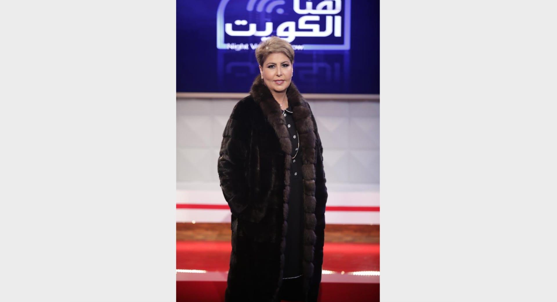 صورة لفجر السعيد أثناء تقديم برنامجها هنا الكويت