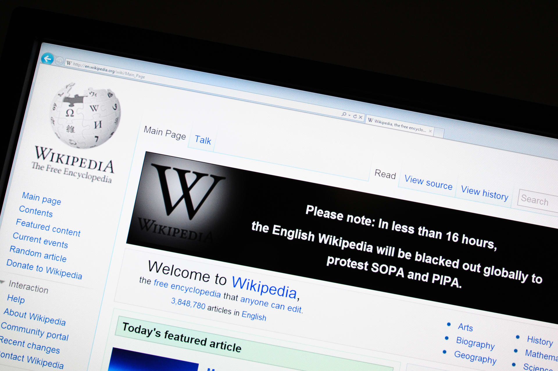 محكمة تركية تلغي الحظر المفروض على موسوعة الإنترنت ويكيبيديا