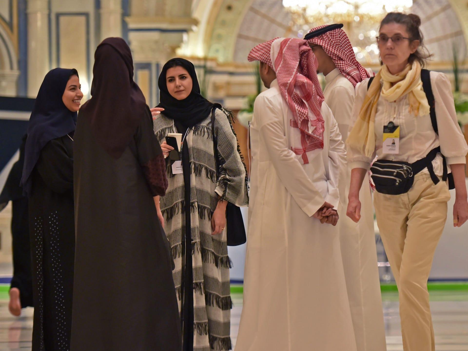 السعودية تؤكد استمرار برامج توطين مواطنيها في المِهن بعد جدل حول إلغائها