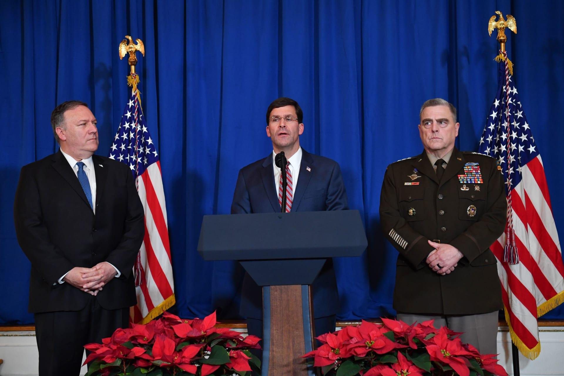 رئيس هيئة الأركان المشتركة الأمريكية مارك ميلي ووزير الدفاع مارك إسبر ووزير الخارجية مايك بومبيو