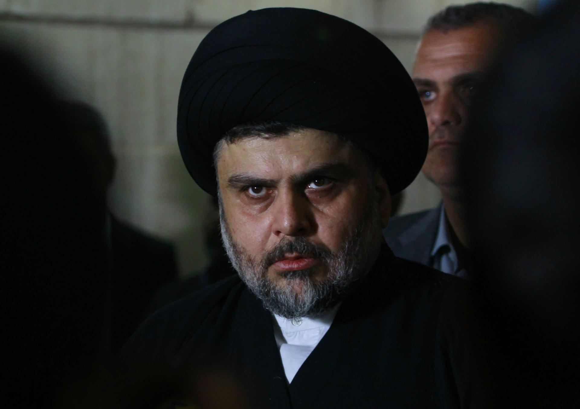 وسائل إعلام إيرانية تنشر صورًا لمقتدى الصدر في عزاء قاسم سليماني