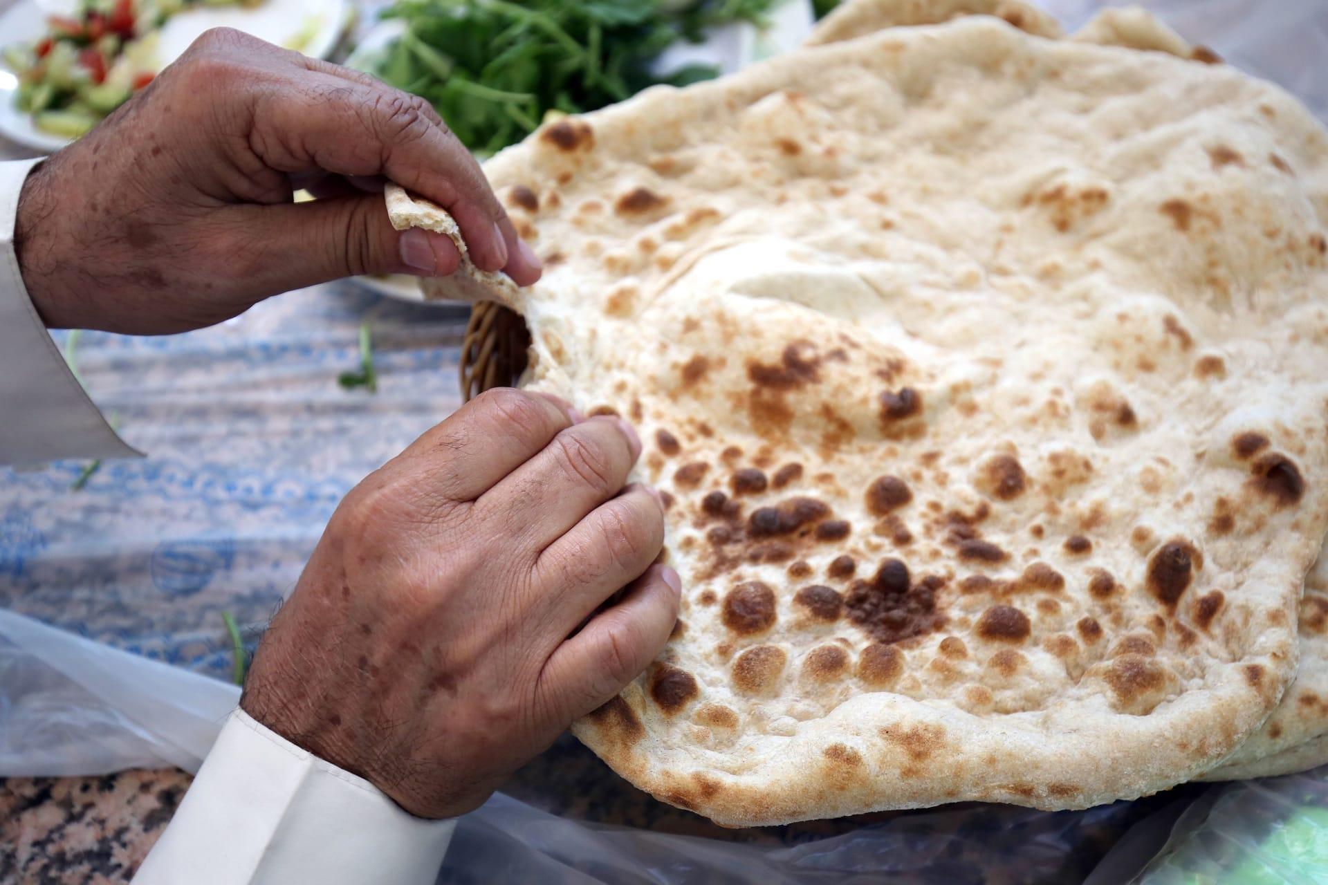 """خبز """"التفتون"""" في إيران"""