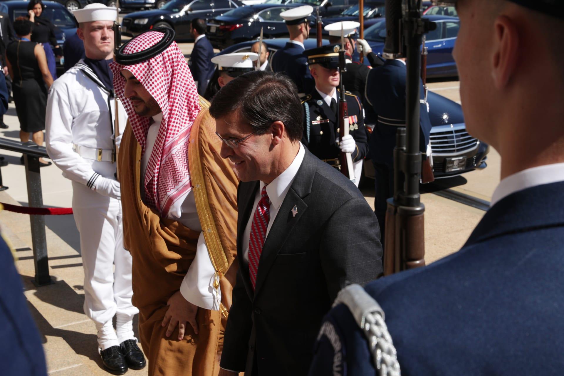 وزير الدفاع الأمريكي مارك إسبر يستقبل نائب وزير الدفاع السعودي خالد بن سلمان