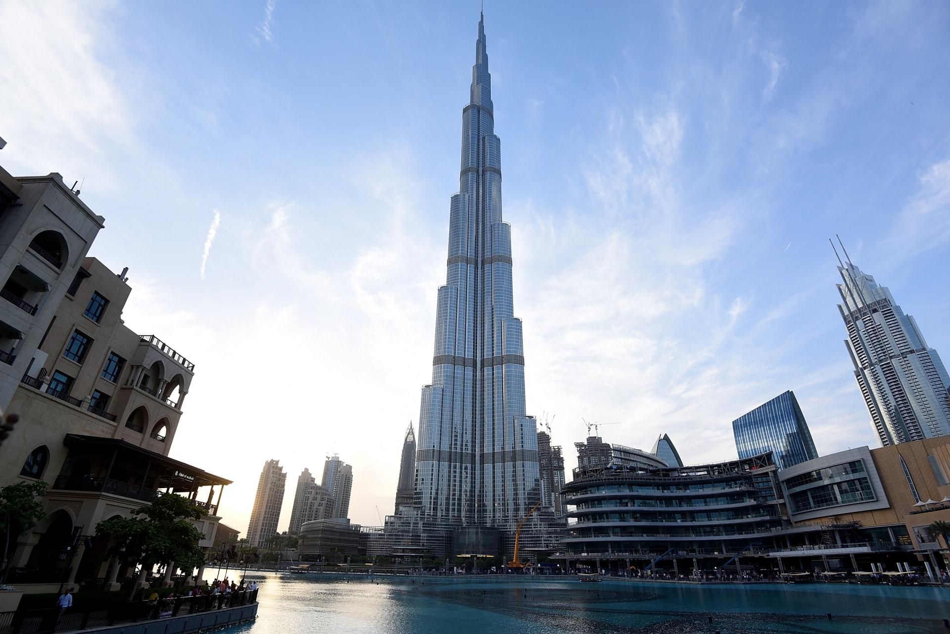 """فيديو جديد من طائرة """"درون"""" يبين برج خليفة من وجهة نظر مختلفة كلياً"""