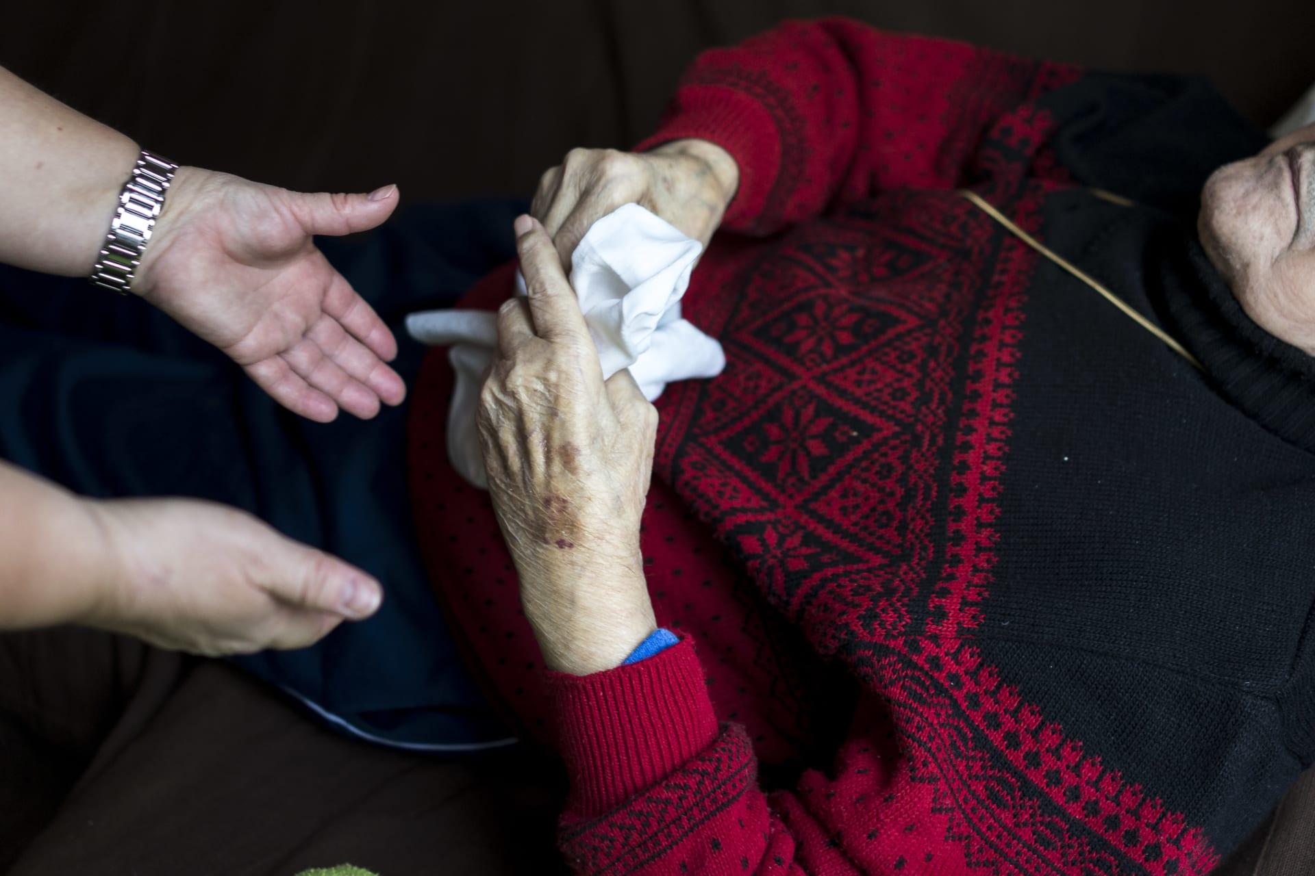 تغيير نمط الحياة قد يحارب الخرف الذي يصيب الناس في الأربعينات والخمسينات من العمر