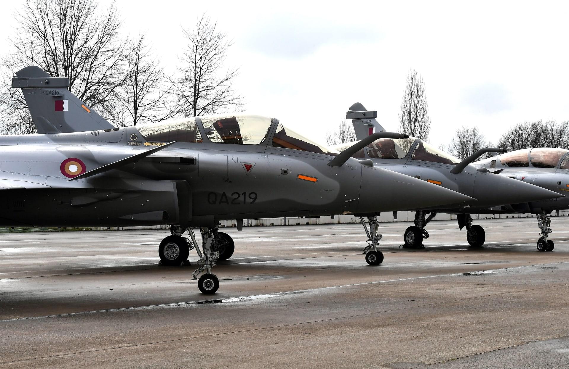 قطر تُخرج أول امرأة كطيار مقاتل.. فكيف علق شقيق الأمير على هذه الخطوة؟