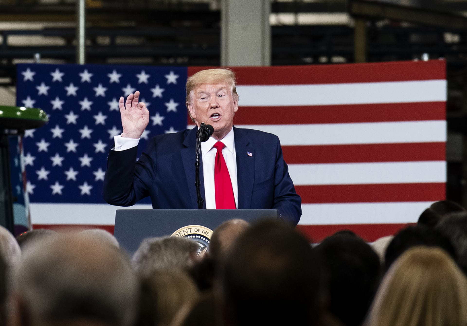 مصادر مُطلعة: إدارة ترامب ستوسع حظر السفر إلى أمريكا ليشمل 6 دول جديدة