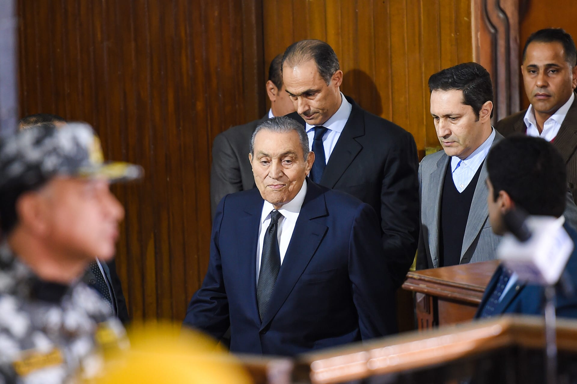 حفيد حسني مبارك ينشر صورة لجده بعد إجراء عملية جراحية.. فكيف ظهر؟