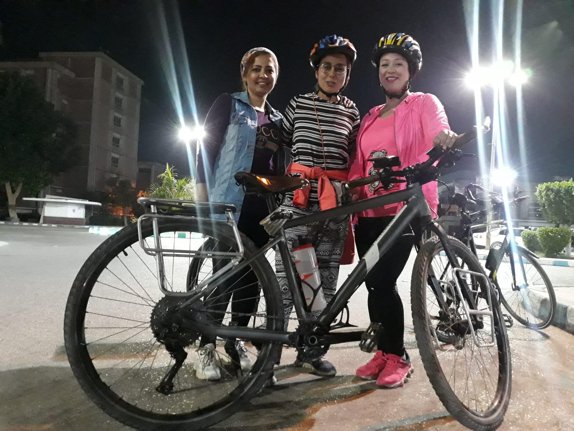 أول امرأة تصل إلى مكة بمفردها على الدراجة الهوائية