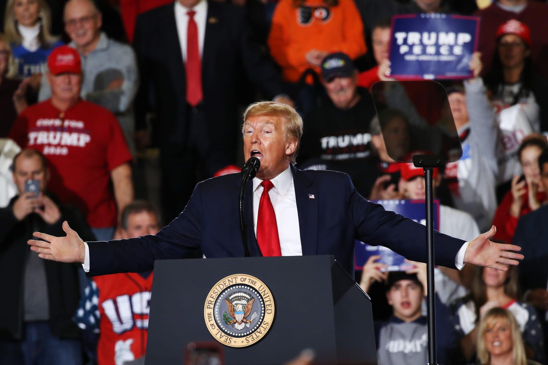 """أول تعليق من ترامب على برائته.. وبيان له غدًا بشأن """"انتصار"""" أمريكا على """"خدعة"""" إقالته"""