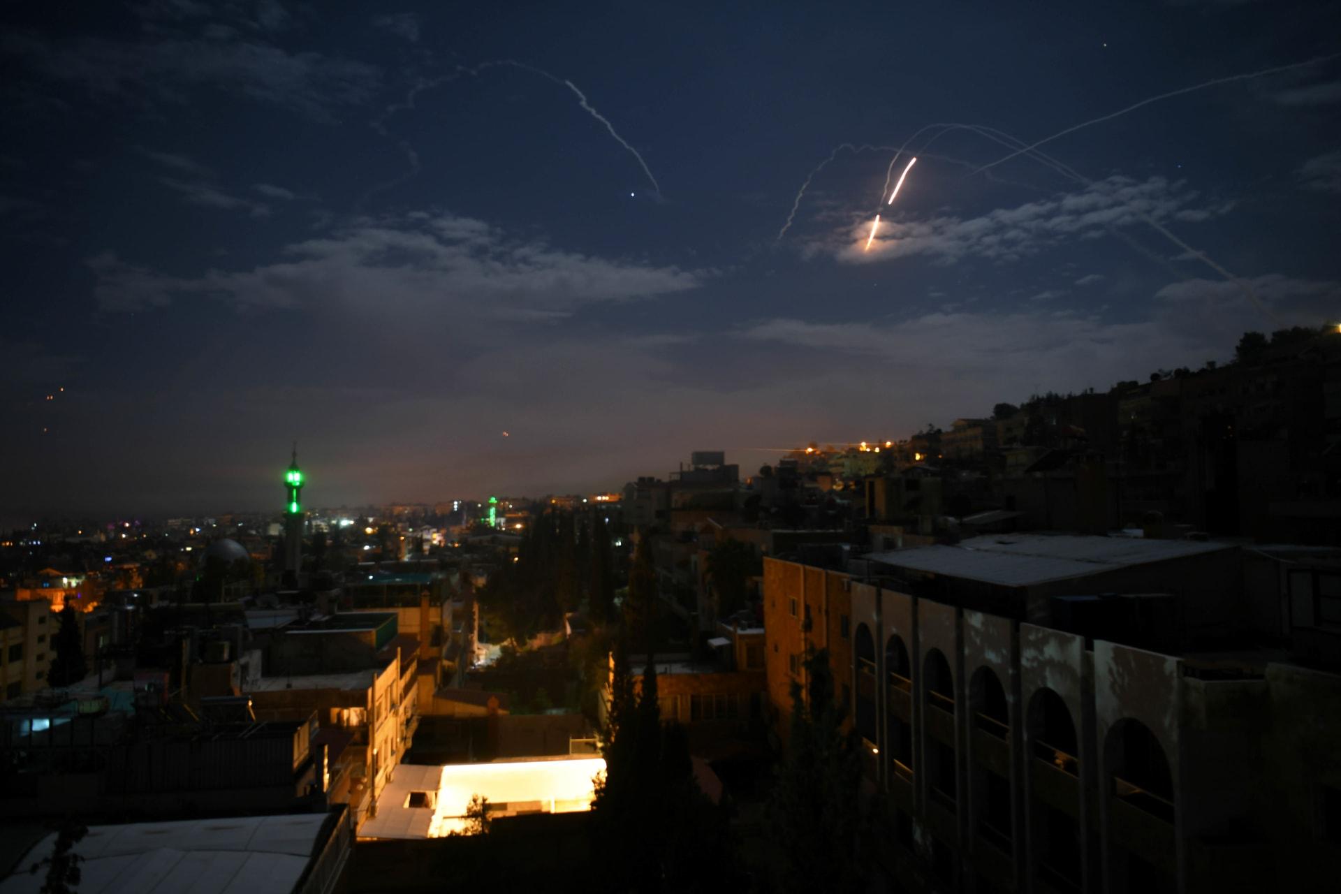 سانا: الدفاعات السورية أسقطت صواريخ إسرائيلية.. وتنشر مقاطع فيديو للحظة التصدي