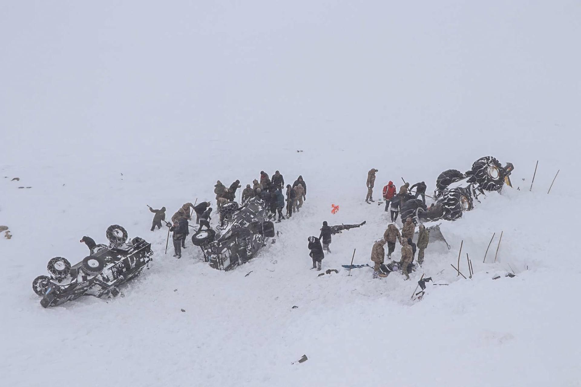 انهيار جليدي شرقي تركيا يخلف عشرات القتلى والمصابين
