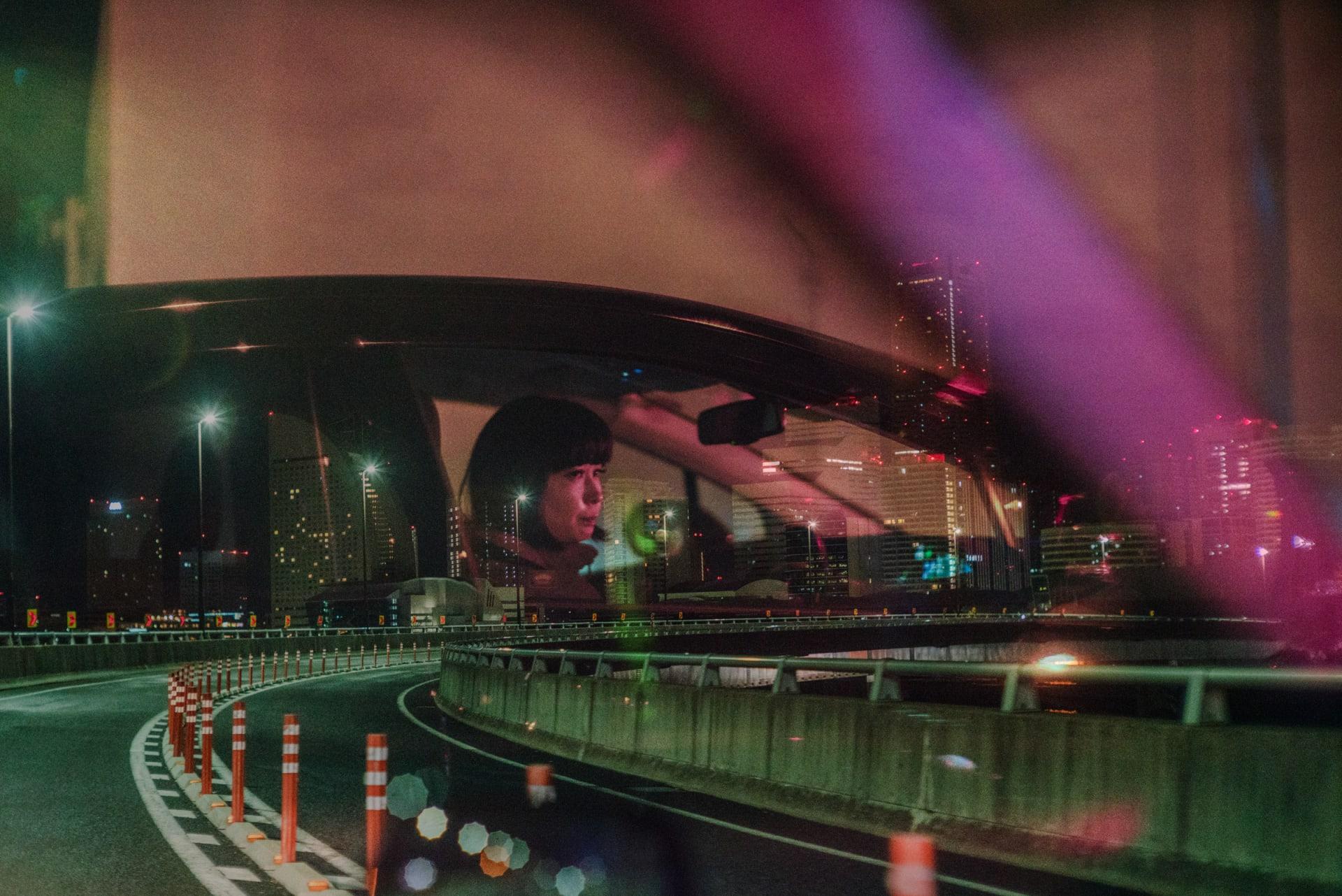 سائق سيارة أجرة يبرز جانباً مختلفاً لليابان بصور مجمعة