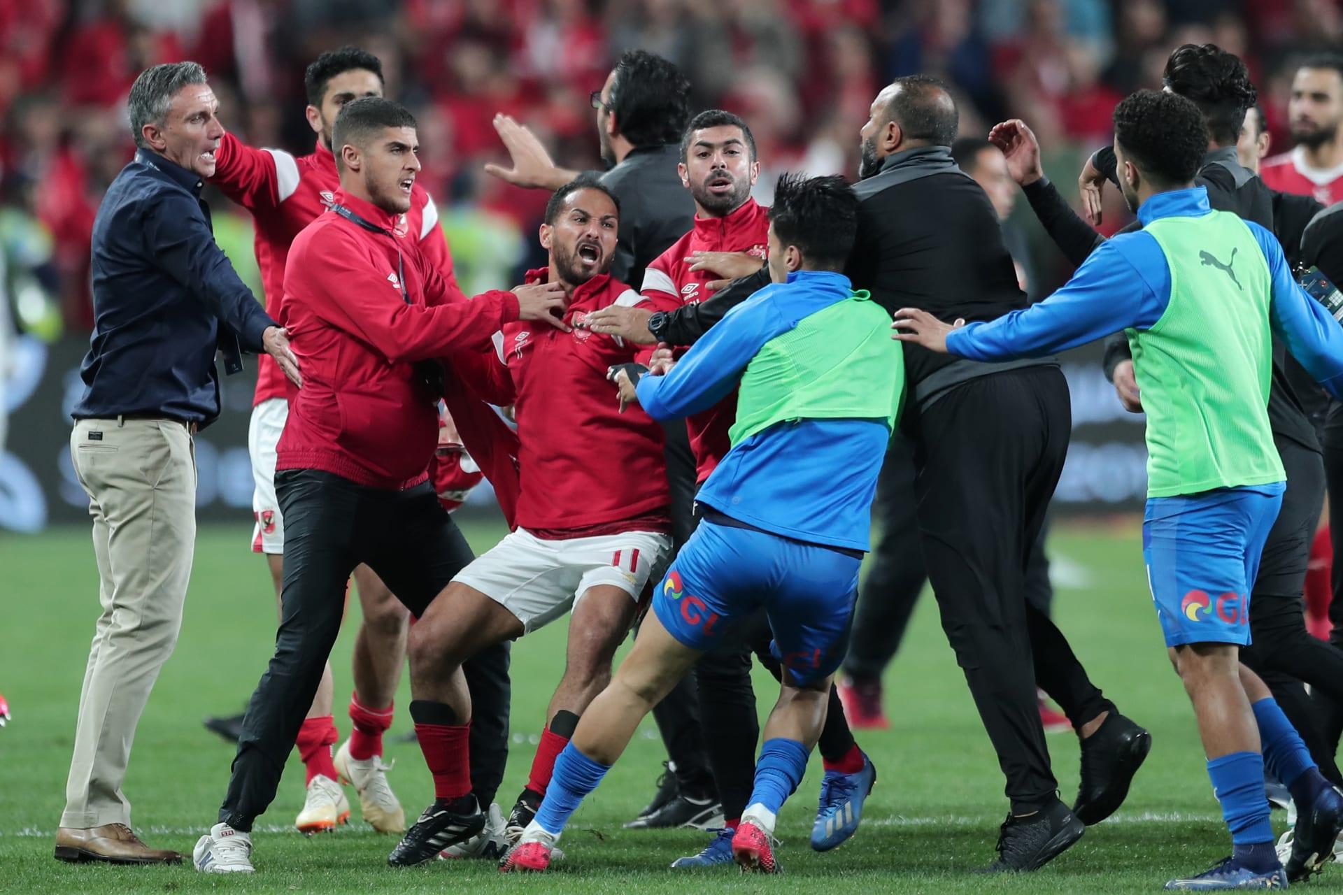 اشتباكات بين لاعبي الزمالك والأهلي بعد مباراة كأس السوبر بالإمارات في 20 فبراير