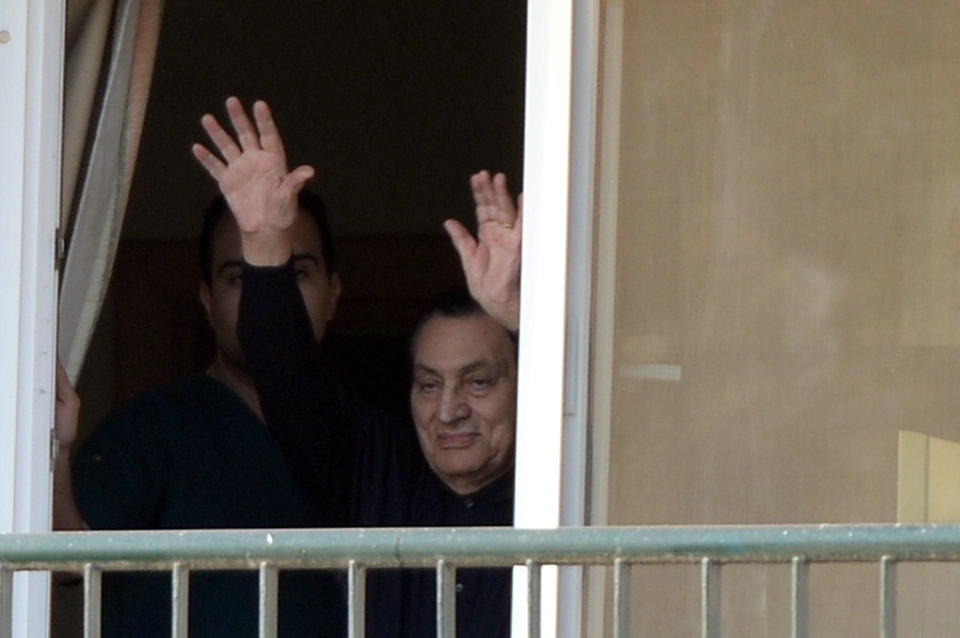 الرئيس المصري الاسبق حسني مبارك بغرفته في مستشفى المعادي العسكري في القاهرة في 4 مايو